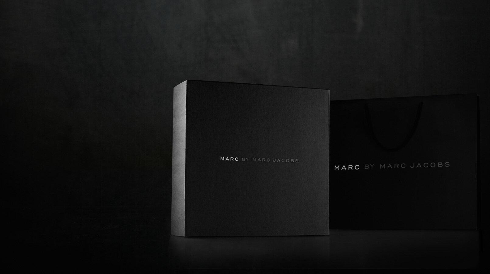 MARC-JACOBS-刚性箱式设计 - 包装 - 公司-1.1.jpg