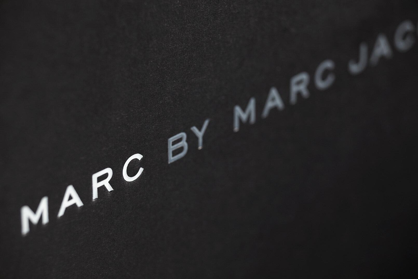 MARC-JACOBS-刚性箱设计 - 包装公司-2.JPG