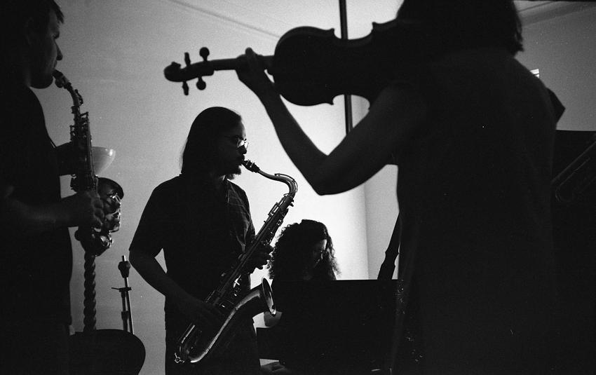 Adam Melville-curved soprano; Will Jhun-tenor; Carol Liebowitz-piano; Eva Lindal-violin; Daniel Carter (trumpet), not shown; August 20, 2014.