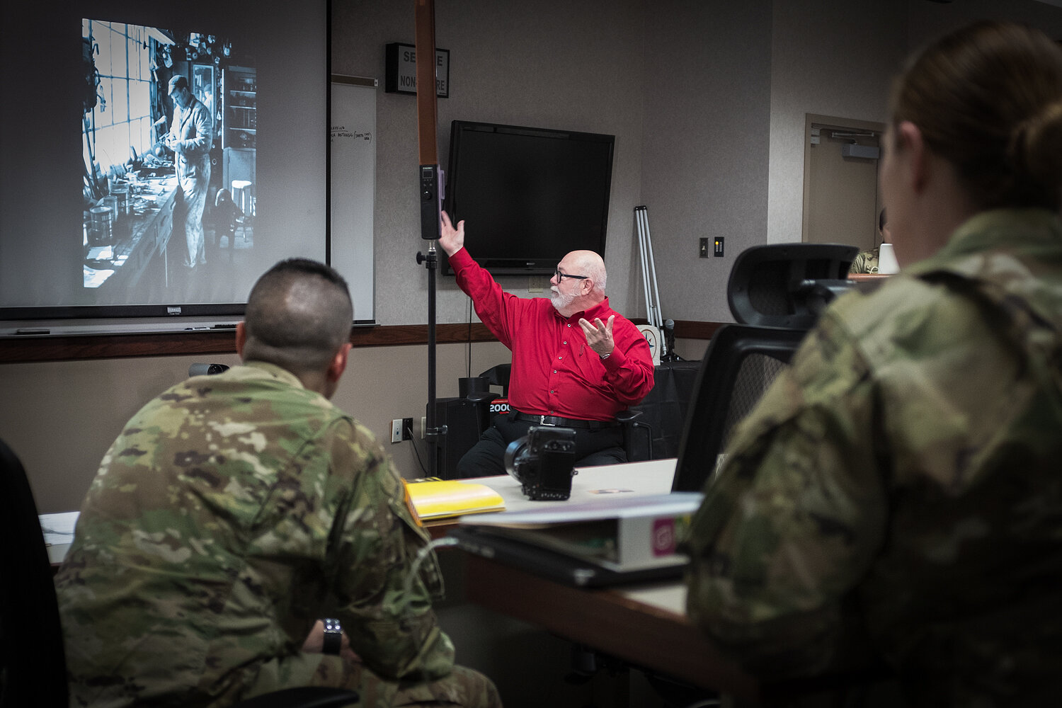 Terry Clark teaching portraiture to US Army Reserve photographers