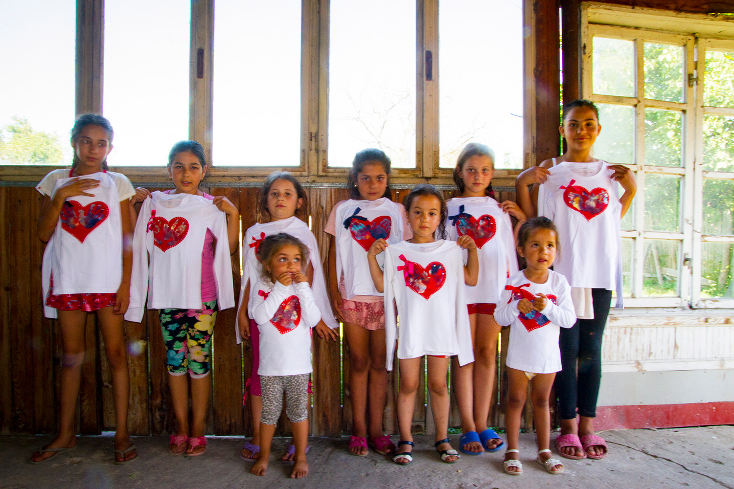 Hearts for Romania - the girls together