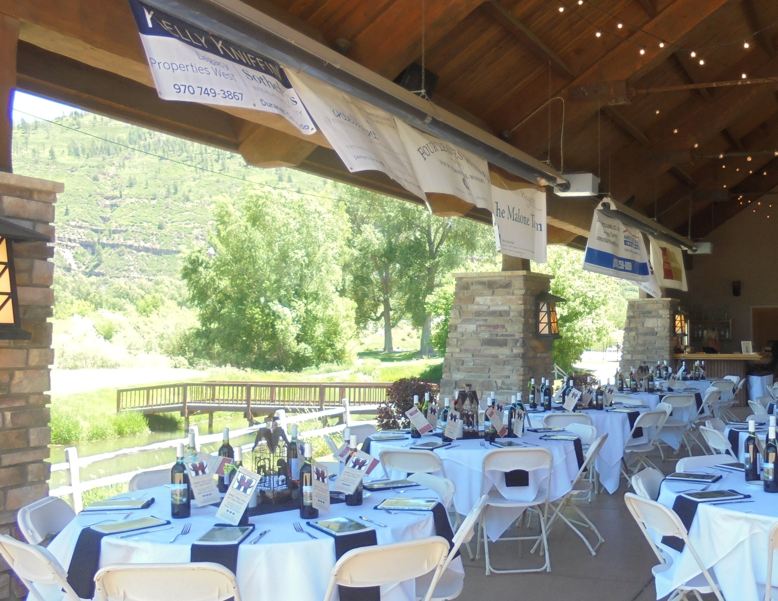 - Host your next social function at Dalton Ranch's beautiful facility. The spacious pavilion can host up to 120 guests, while the clubhouse and outdoor patio also offer ample social and dining setting.Private meeting rooms can comfortably host 20+ Clubhouse event rooms can host 40+ Holiday parties, celebrations can accommodate 75+