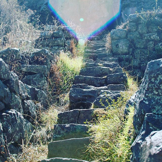 Sacred journey in Peru, visiting places of power. So much light showed up in my pictures. Blessings on your journey! I'm just getting used to being back in America. I didn't IG in Peru, so I'll catch you up over the next few weeks with beautiful pictures! . . . . #momcoach #mamasoul #healingtheworld #souljourney #spiritualmom #zenmom #zenmama #mamatribevibe #mamatribevibes #powerfulmoms #powerfulwomen #spiritualpower #soulempowerment #souladventurer #souladvocate #fullmesacarrier #mesacarrier #ayni #peru #sacredjourney