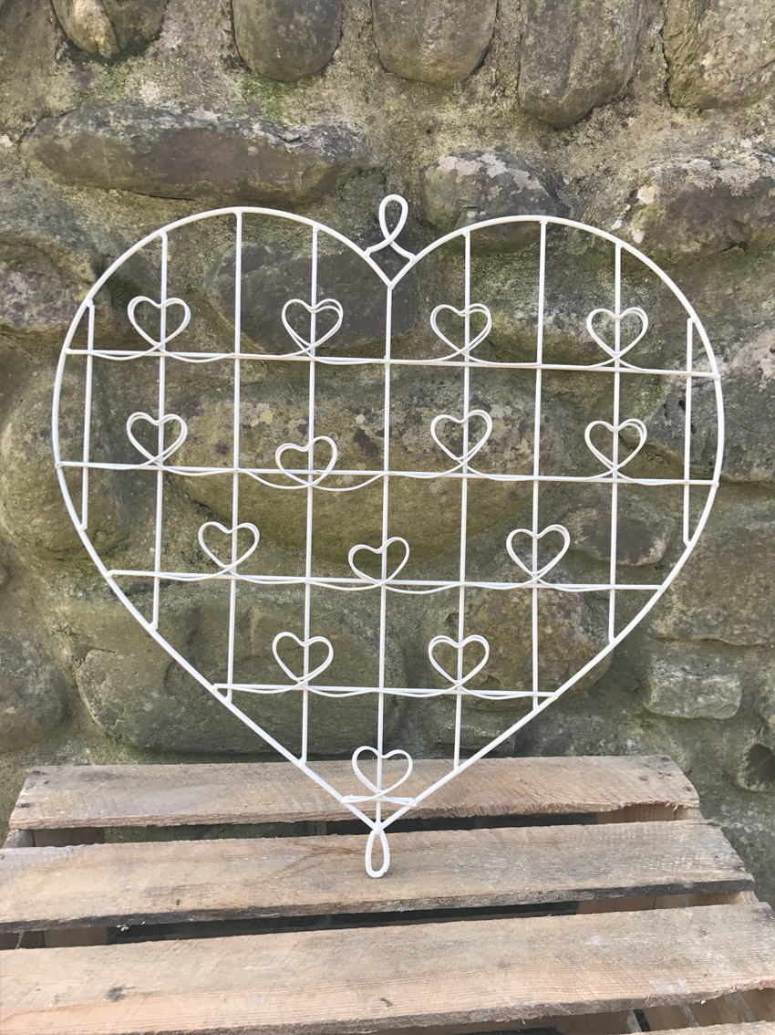 Wire heart frame £2.00