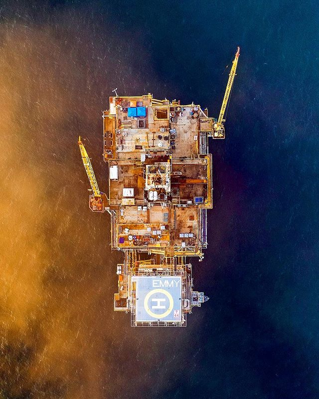 OIL+WATER | Located about a mile and a half from shore in Huntington Beach, the first of a series of oil platforms is Platform Emmy! I took the Mavic 2 Pro on the journey out from 12th Street and PCH just as the fog was rolling in and the sun was setting! | #platformemmy ⠀⠀⠀⠀⠀⠀⠀⠀⠀ ⠀⠀⠀⠀⠀⠀⠀⠀⠀ ⠀⠀⠀⠀⠀⠀⠀⠀⠀ ⠀⠀⠀⠀⠀⠀⠀⠀⠀ ⠀⠀⠀⠀⠀⠀⠀⠀⠀ ⠀⠀⠀⠀⠀⠀⠀⠀⠀ ⠀⠀⠀⠀⠀⠀⠀⠀⠀ #oceanside #dronesaregood #djimavicpro2 #artofvisuals #ig_color #mavicpro2 #oceanlife #fromwhereidrone #agameoftones #droneofficial #droneoftheday #engineeringlife #engineering #createcommune #discoverocean #hsdailyfeature #dronesdaily #amazing_shots #huntington #awakethesoul #oilplatform #huntingtonbeach #dronegear #droneporn #djimavicpro #conquer_ca #oilfield #oilrig #djiglobal