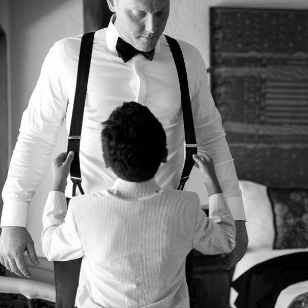 Let me help you dad!  #islamujereswedding #islamujeresweddings #islamujeresweddingphotography #tulumwedding