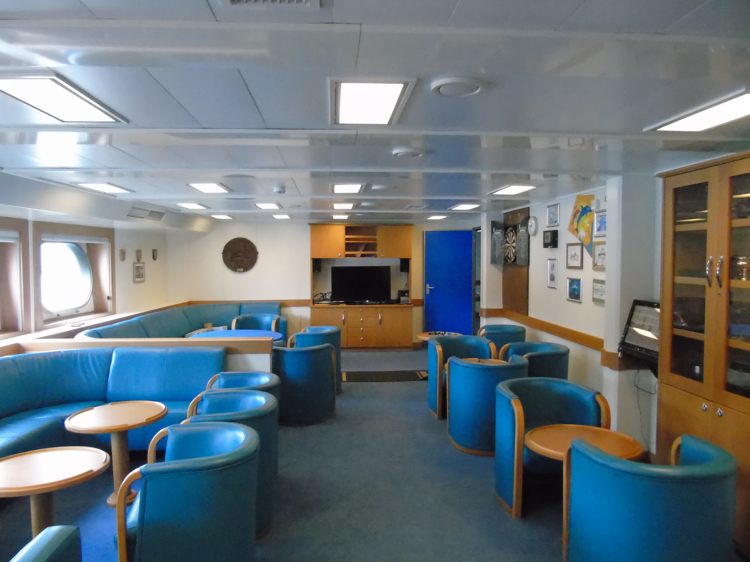 The common room of the  Discovery.