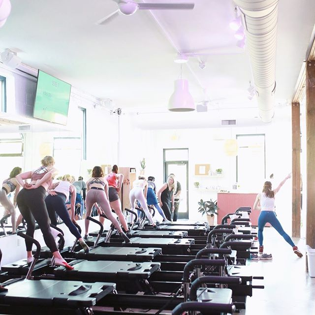 Snag your spot before it's gone 💪 • TreadX 20/40 at 9:45AM ⠀⠀ • CORPS 45 at 11 AM and 12 PM⠀⠀ • TreadX at 5:30 PM⠀⠀ Sign up in the MindBody app or on the #FlowCORPS app!