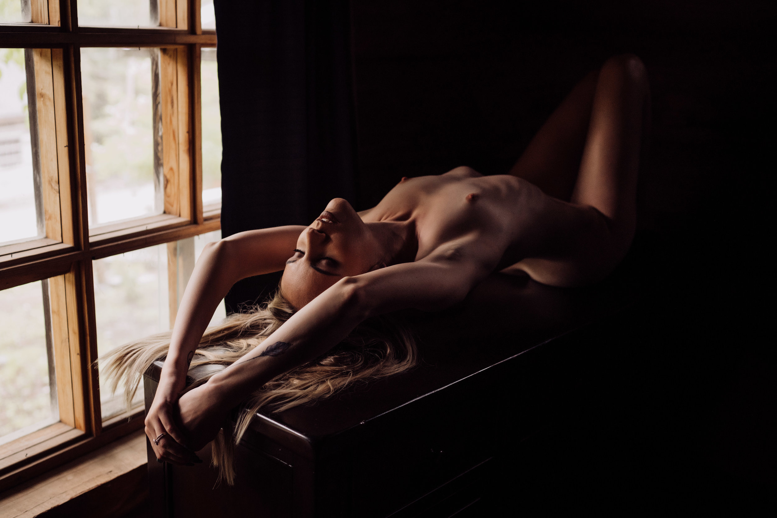 Oklahoma City Boudoir Photographer woman lying on dresser