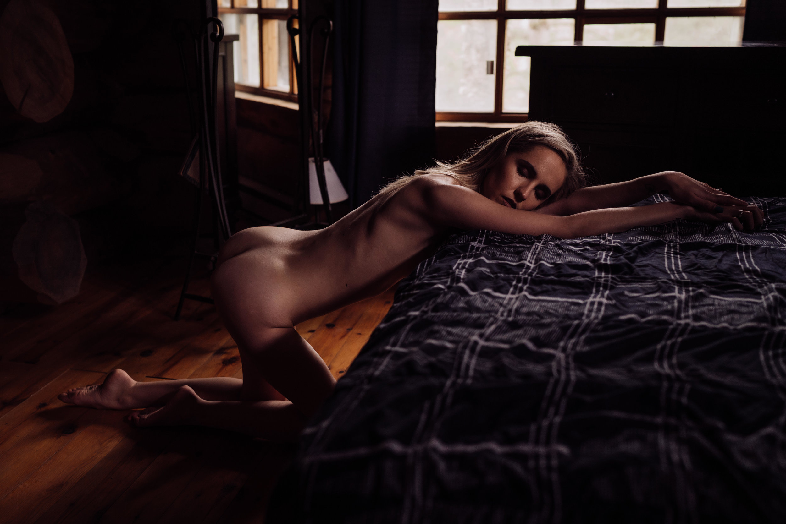 Oklahoma City Boudoir Photographer woman kneeling in front of bed