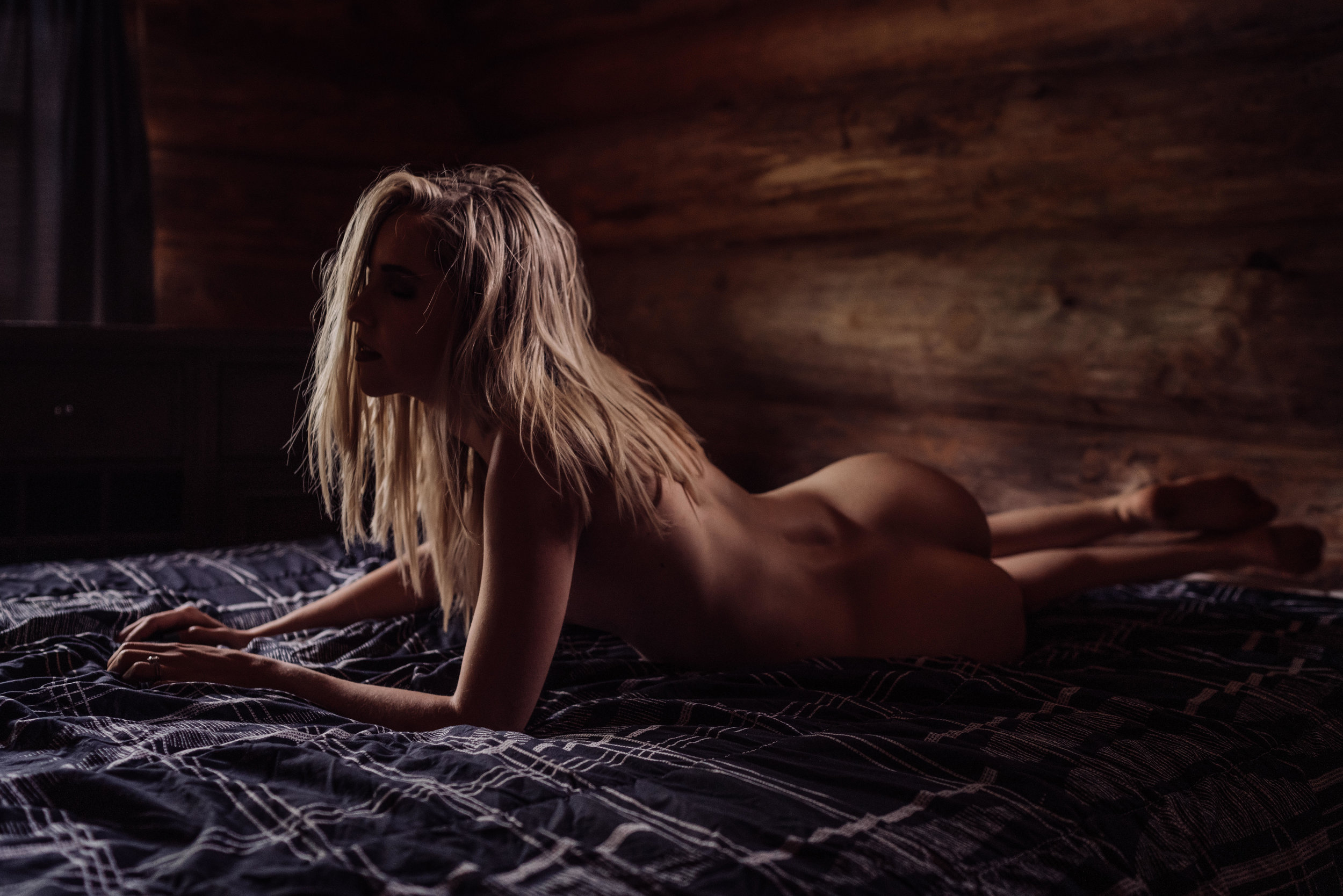Oklahoma City Boudoir Photographer woman lying on bed