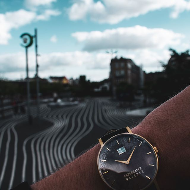 Follow the white lines to our Casual watch!〰️⌚⁠ Find your own in our link in bio.⁠ .⁠ .⁠ .⁠ #copenhagenwatches #watch #copenhagen #exclusive #danish #design #denmark #time #gold #casual #art #leather #christiania #classic #watches #watchesofinstagram #fashion⁠