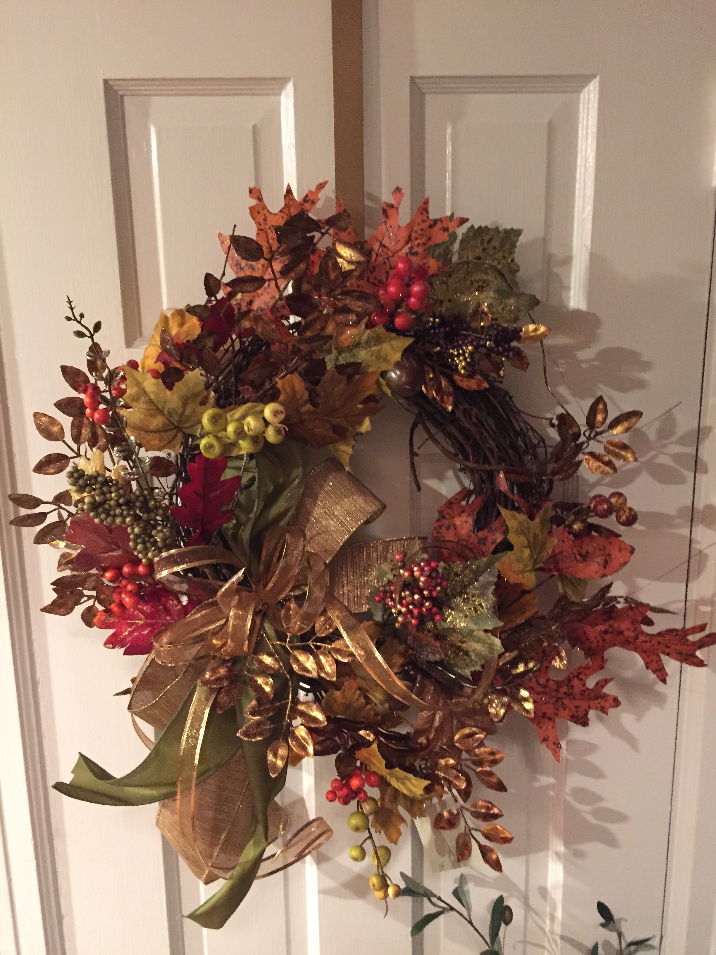 Wreaths and Swags - Wreaths and swags are an easy , simple way to enhance any home decor. Wreaths and swags can be purchased in every price range, already made or custom designed. They are available for any color palette, season or holiday. It is easy to change them out as the seasons change.