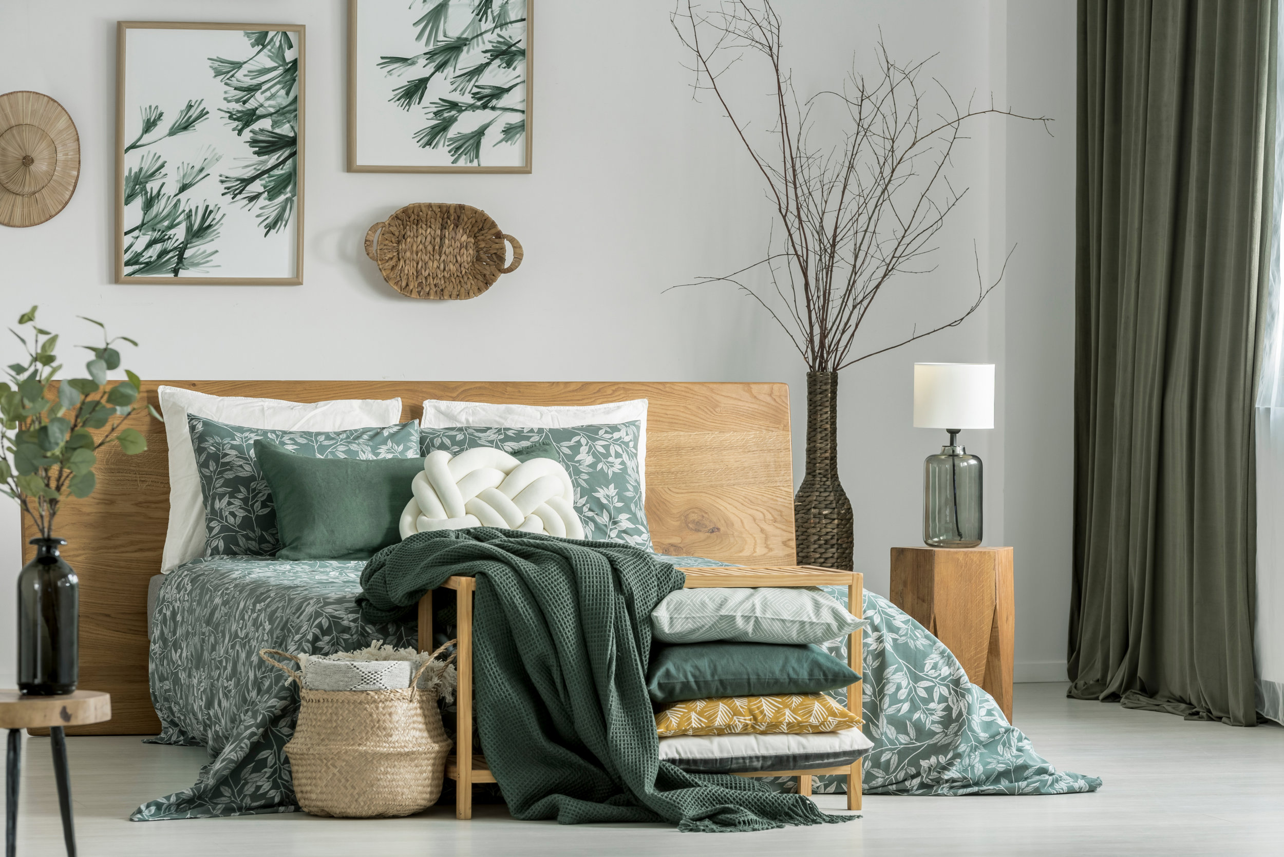 natural wood bed & table - Choosing a color palette for accents - pillows, bedding and other accent pieces, such as wall art and botanicals is a fun and interesting way to freshen up your room decor.
