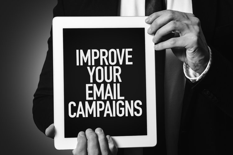 Email Support    This package includes:  - Creation of an email template and visual assets.  - Email content creation.  - Cleaning and validation of crowdfunding mailing list.  - Analysis of campaign results.  - Full report at the end of the campaigns.