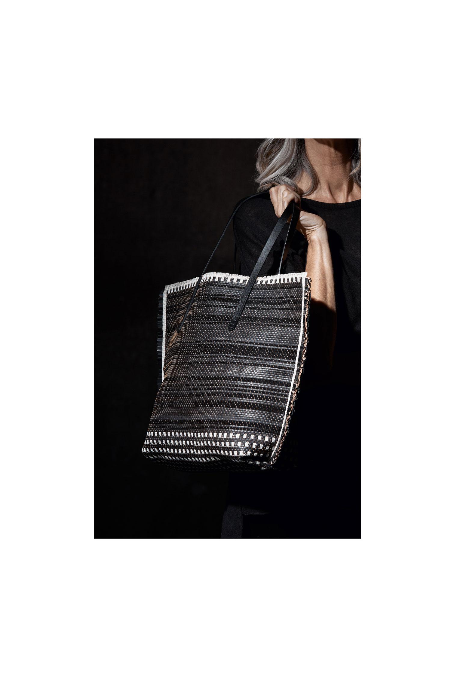 Annetta-Stripes-black-and-white_02_web.jpg