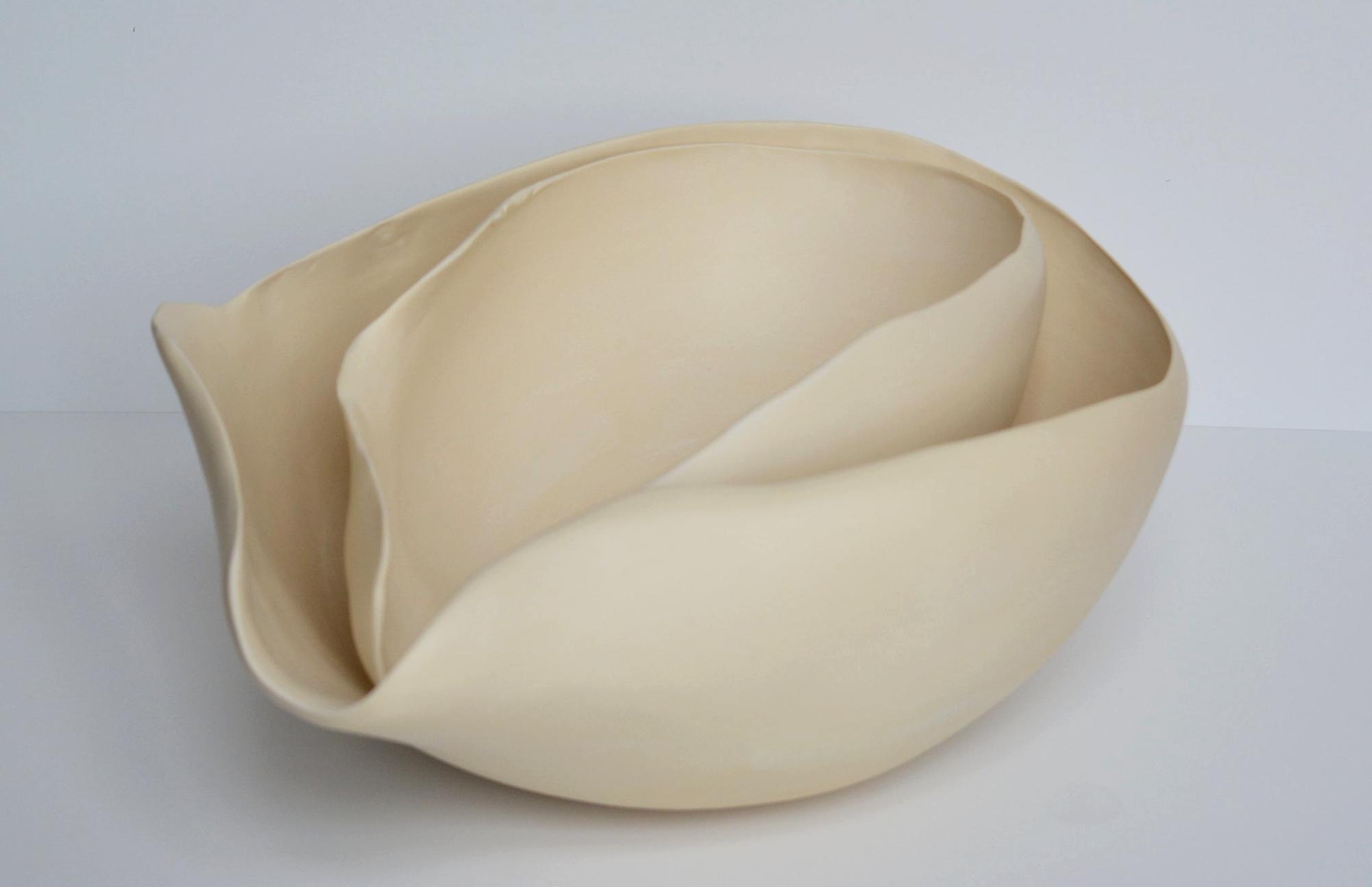 Réminiscence Ensemble Replié  2018 grès blanc et terre sigillée diamètre | 32 cm - 37 cm hauteur | 11 cm - 14 cm
