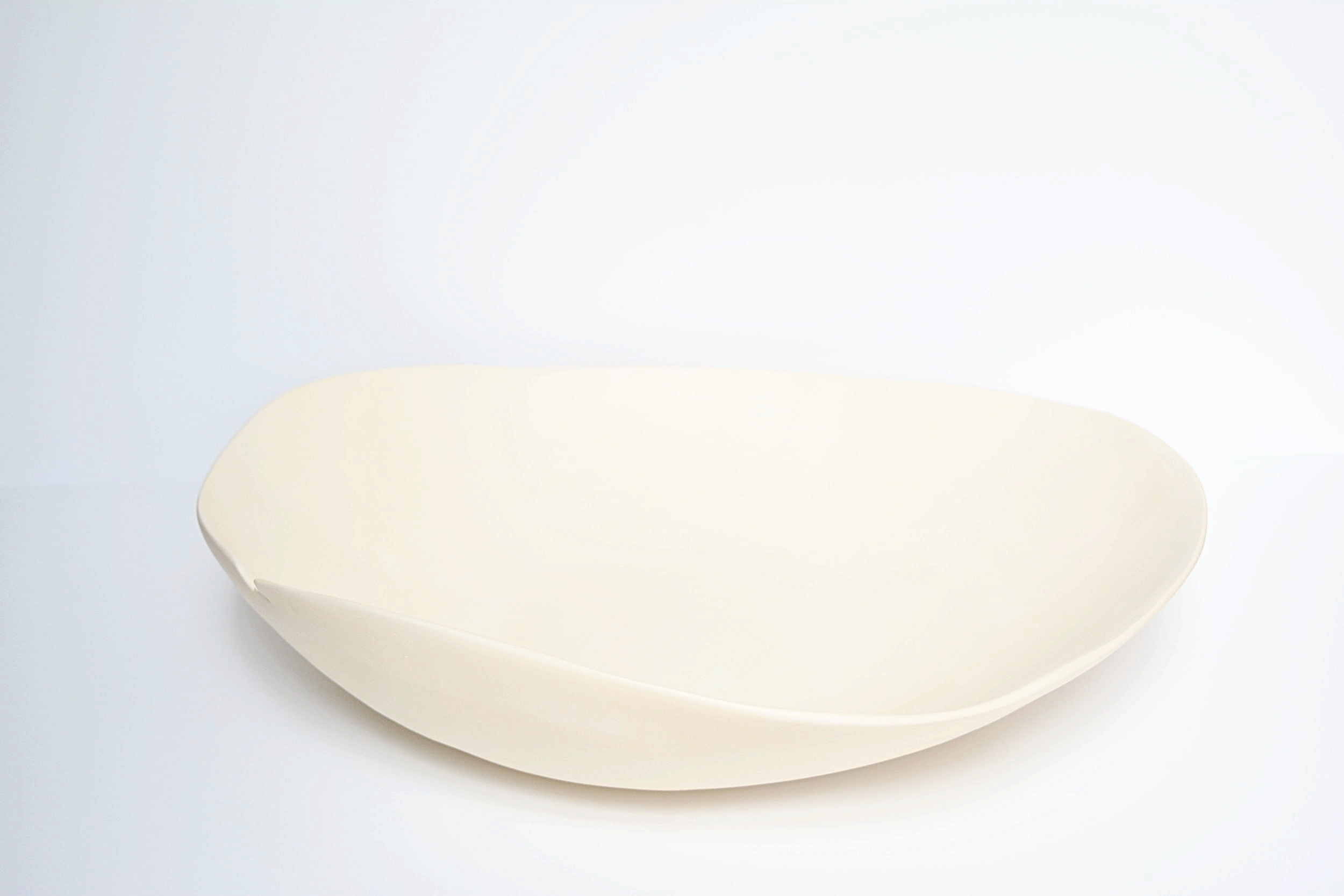 Réminiscence Ouverture  2018 grès blanc et terre sigillée diamètre | 39 cm- 44 cm hauteur | 12 cm