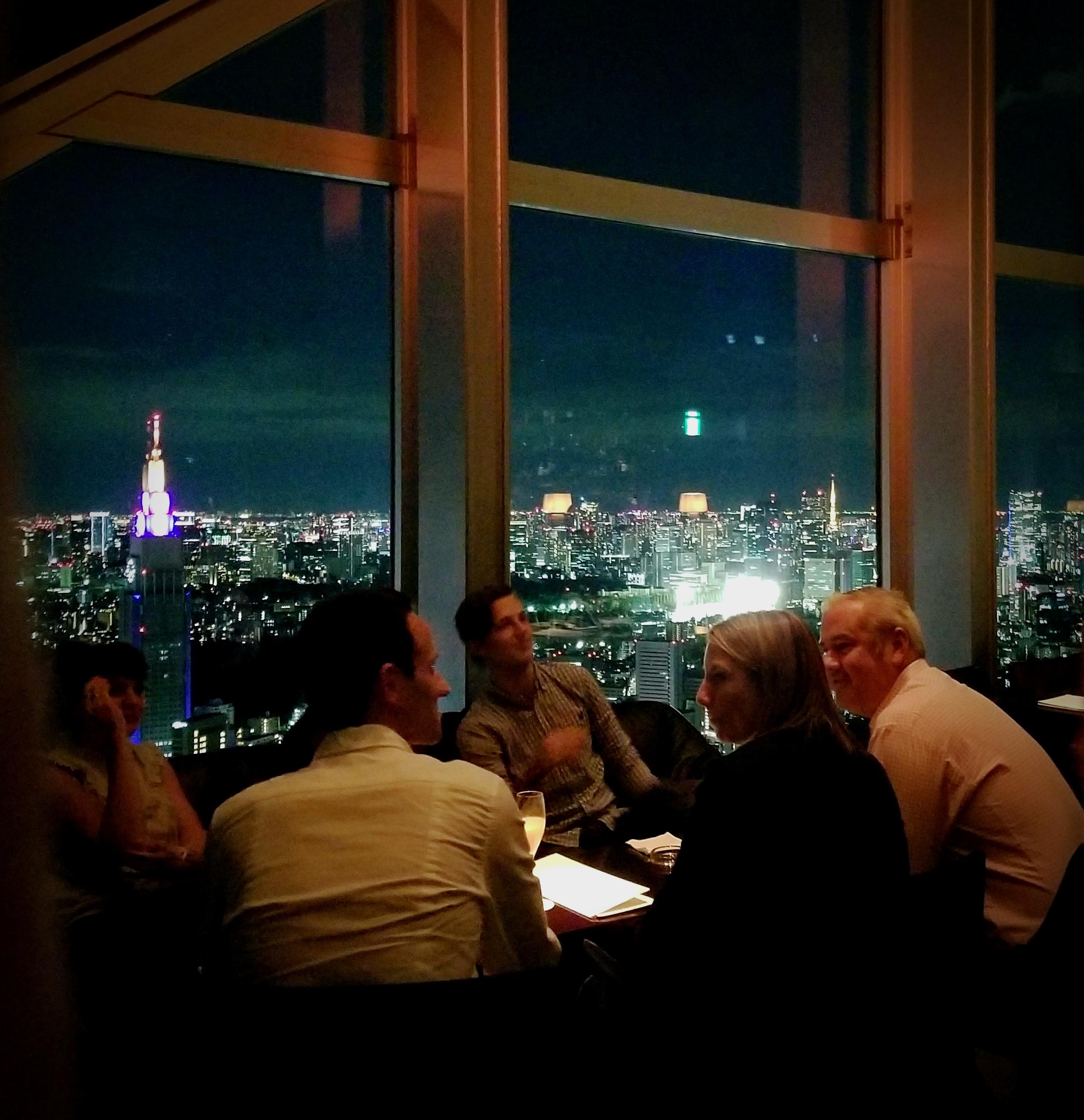 uprooted-traveler-foolproof-guide-to-tokyo-new-york-bar-shinjuku