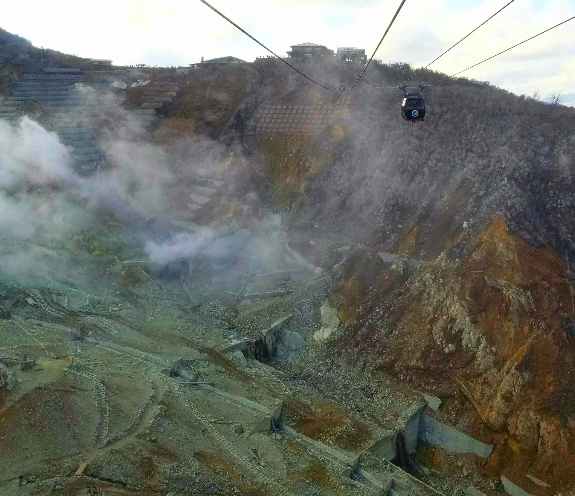 uprooted-traveler-hakone-volcano-ropeway-vegan-guide-hakone.jpg