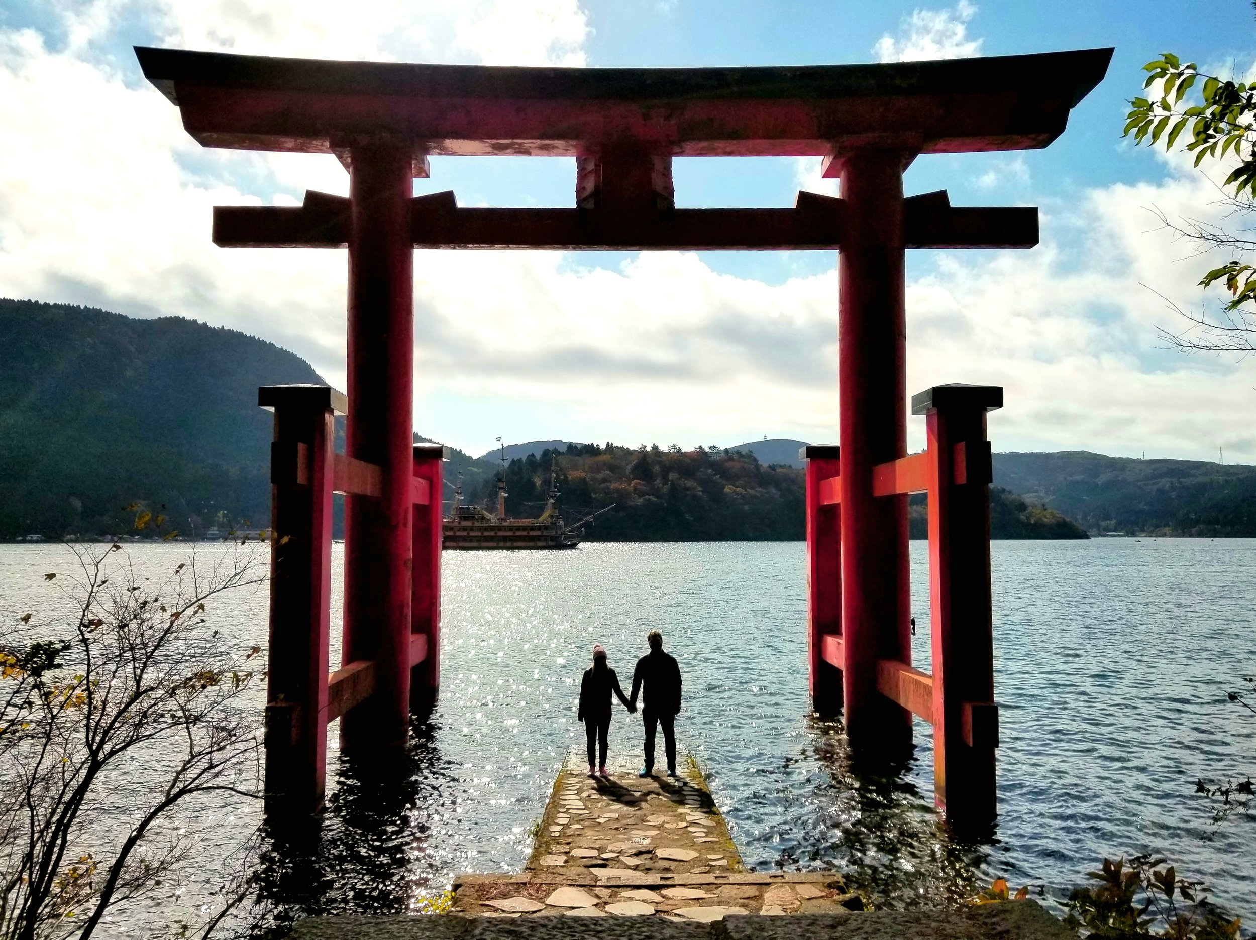 uprooted-traveler-vegan-guide-to-hakone-shrine-lake-ashi