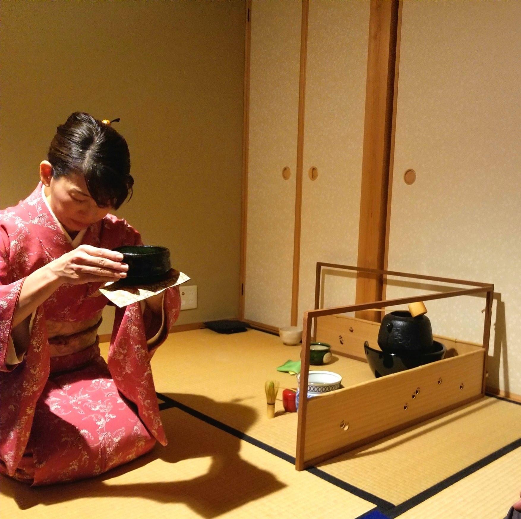 uprooted-traveler-Camellia-vegan-guide-kyoto-tea-ceremony