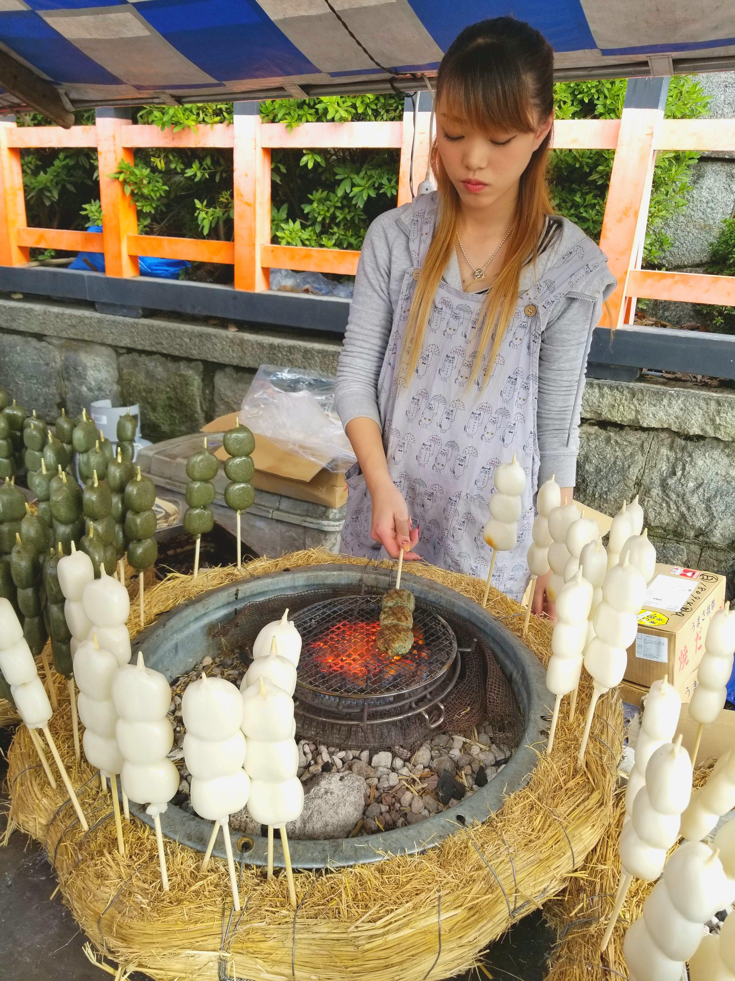 uprooted-traveler-mochi-grill-vegan-guide-kyoto-fushimi-inari