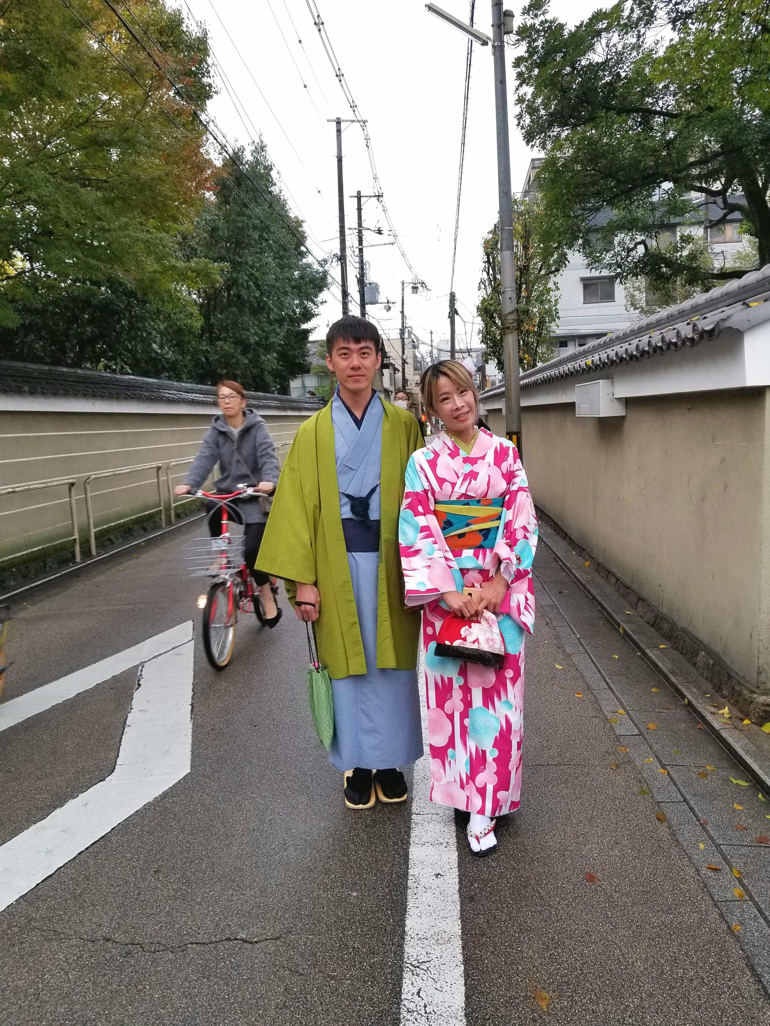 uprooted-traveler-vegan-guide-kyoto-kimono-street