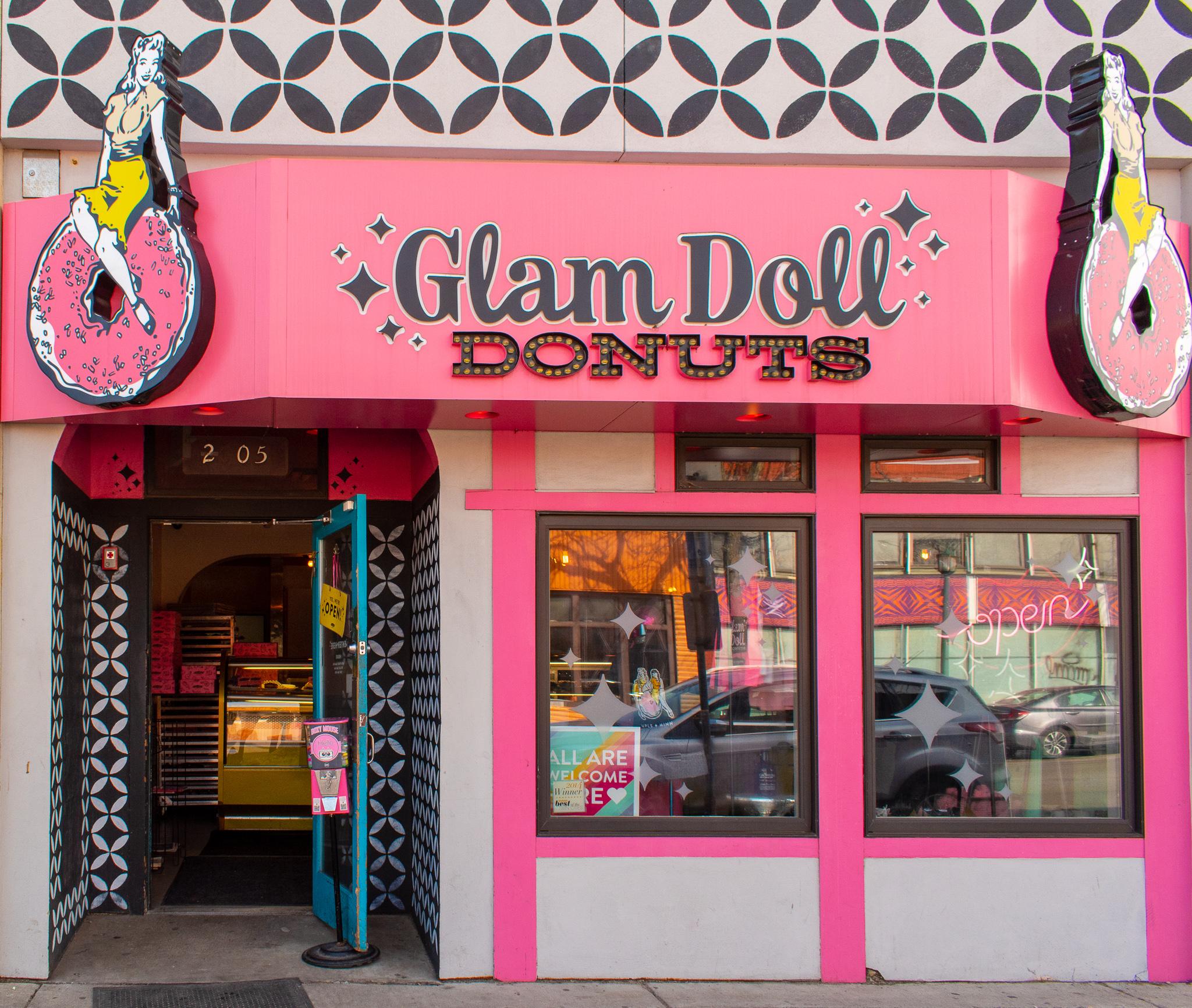 uprooted-traveler-glam-doll-doughnuts-vegan-minneapolis-st-paul.jpg
