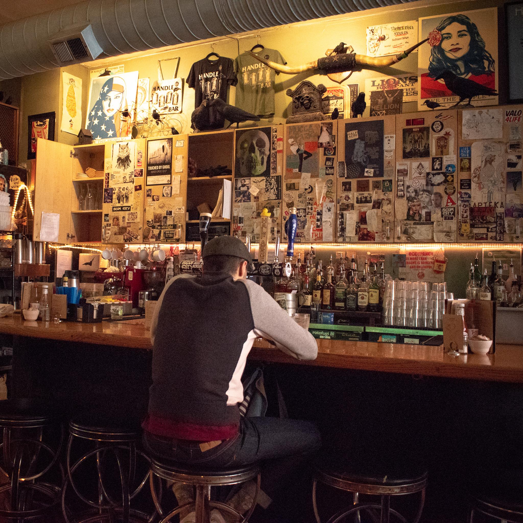 Uprooted-Traveler-Vegan-Food-Guide-Chicago-Handlebar-patron-bar.jpg