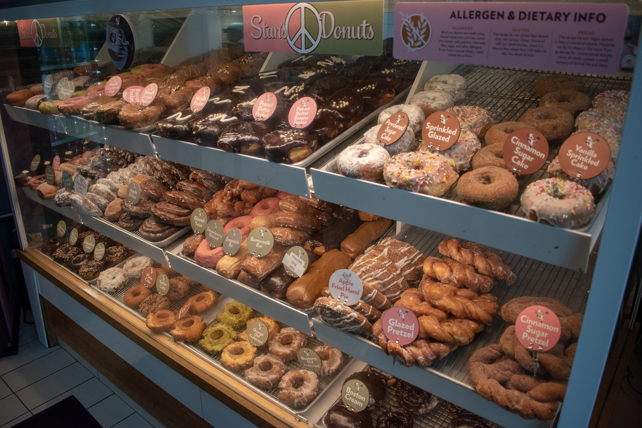 Uprooted-Traveler-Vegan-Food-Guide-Chicago-Stans-Donuts-display.jpg