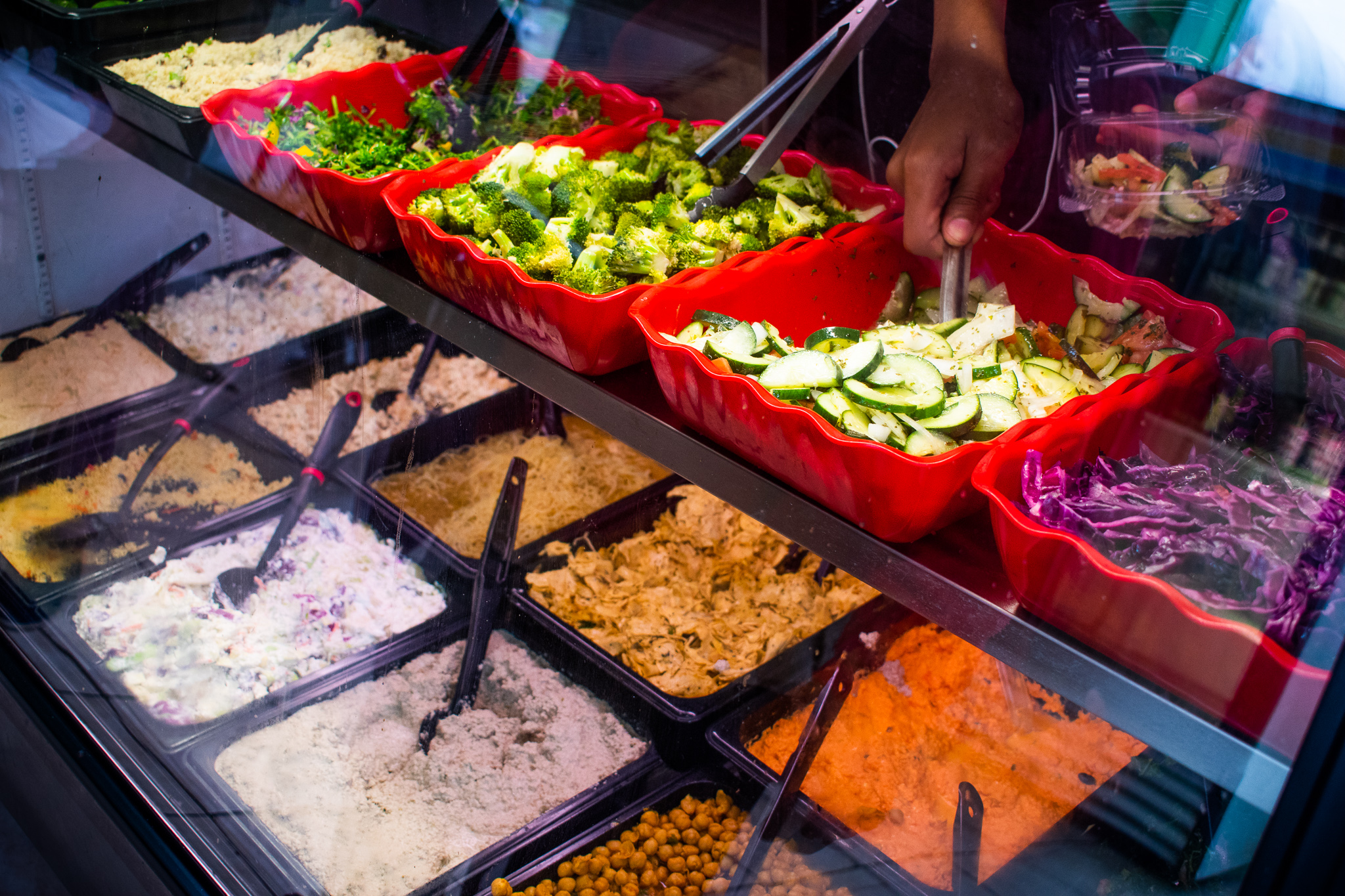 Uprooted-Traveler-Vegan-Food-Guide-Chicago-Origional-Soul-Vegetarian-deli-case.jpg