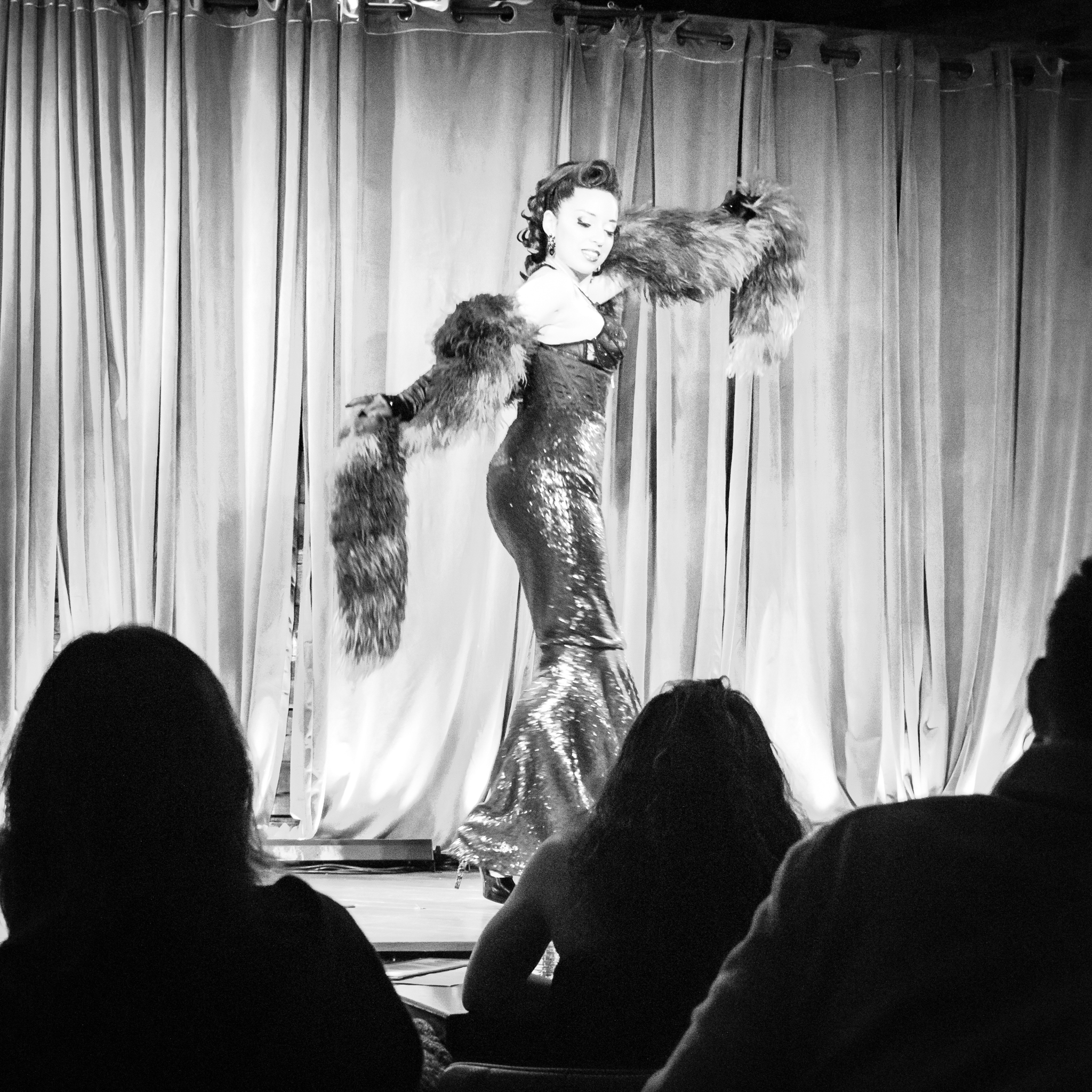 Uprooted-Traveler-Chicago-Guide-burlesque-big-sexy-what-to-do.jpg
