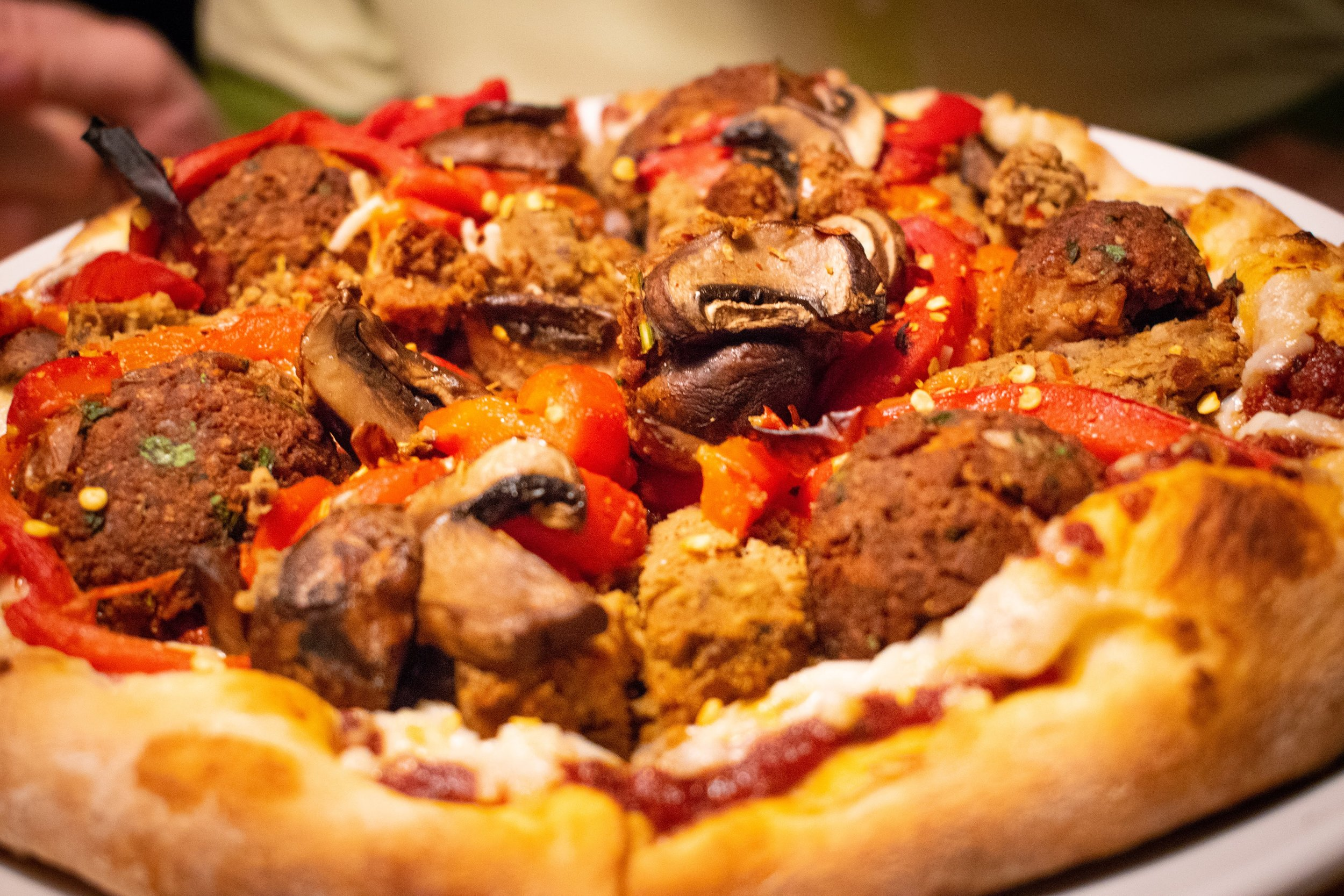 Uprooted-Traveler-Hugo's-Pizzeria-St-Louis-vegan-pizza-mushroom-cheese.jpg