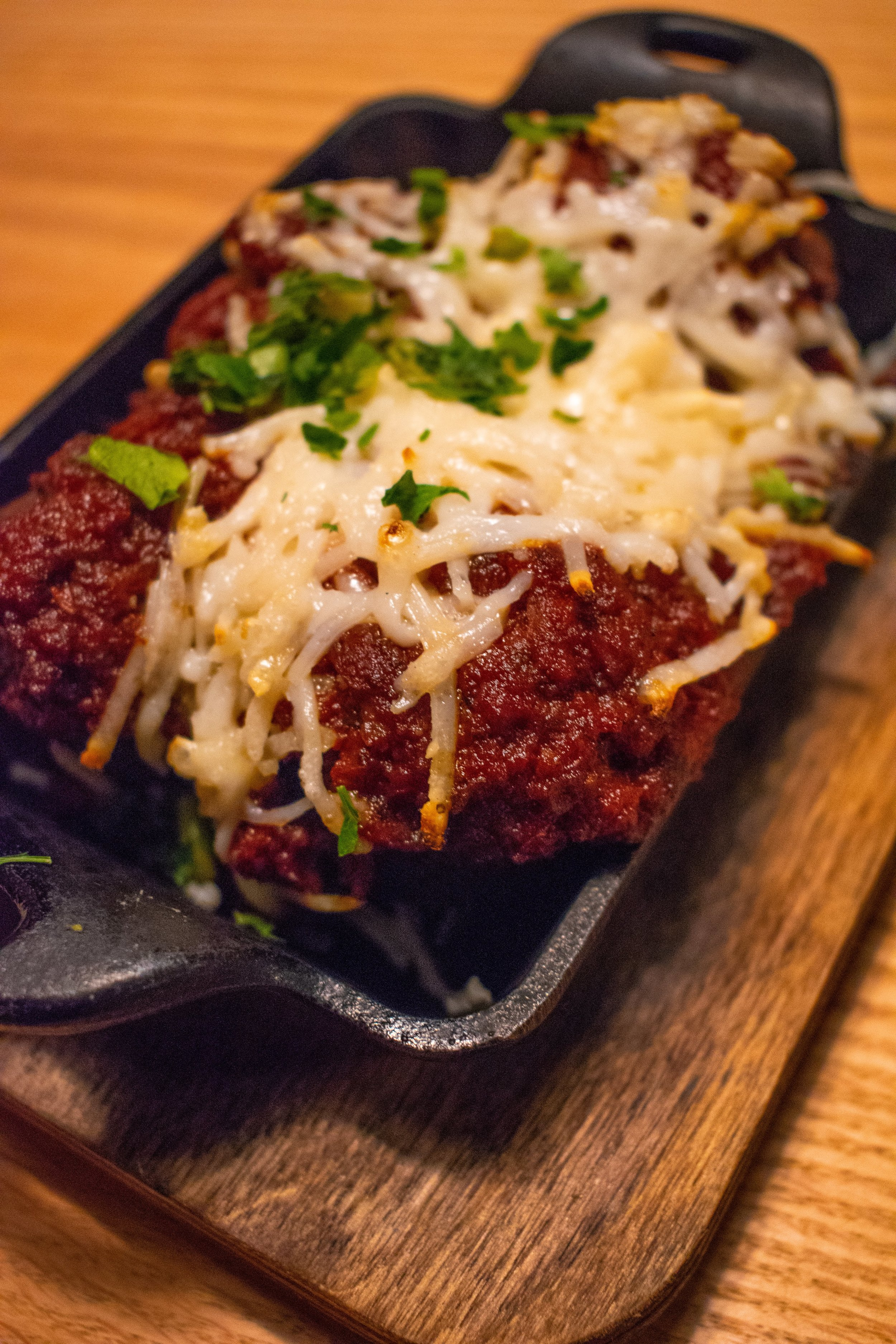 Uprooted-Traveler-Hugo's-Pizzeria-St-Louis-vegan-meatball-pizza-appetizer.jpg