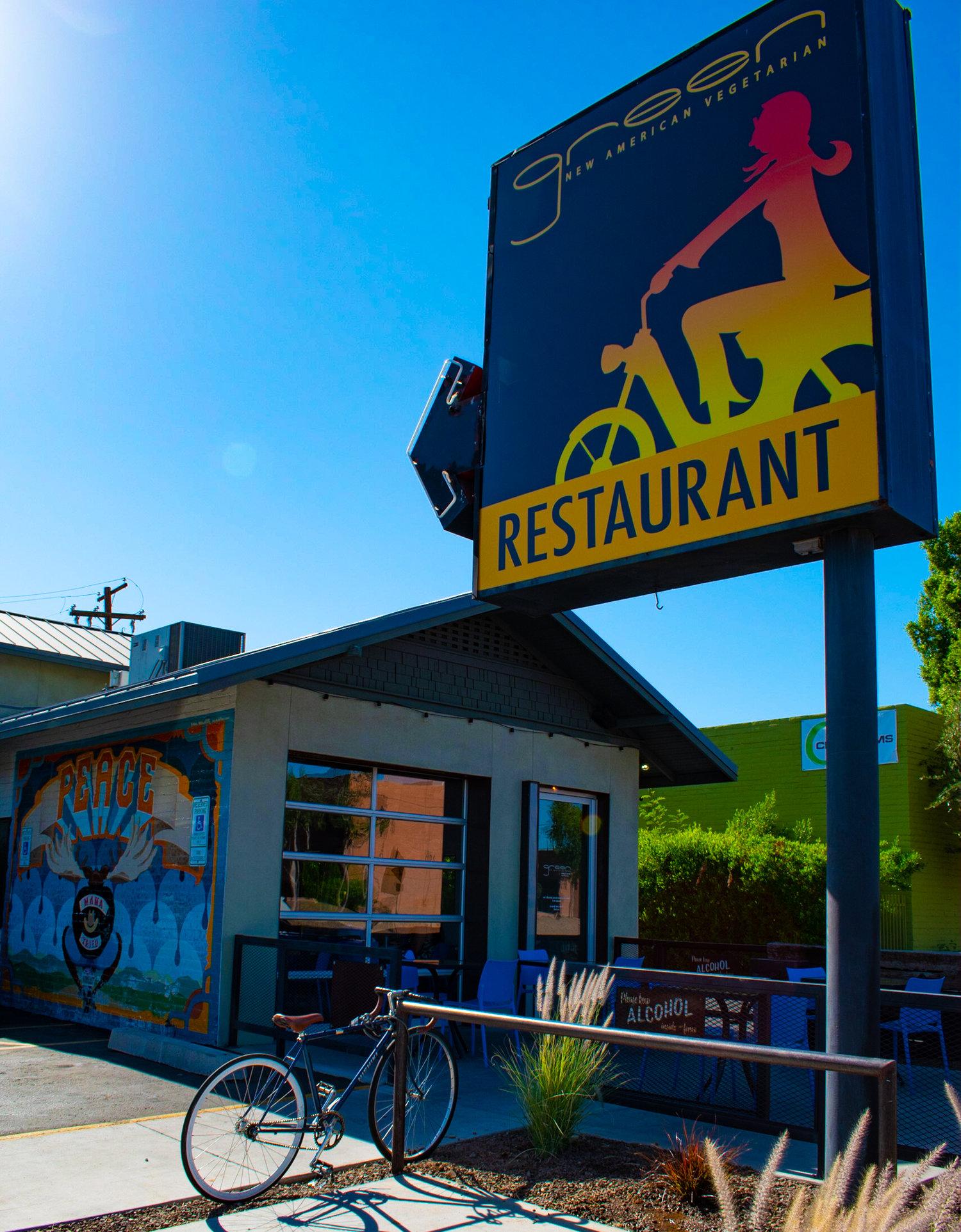 uprooted-traveler-arizona-phoenix-green-new-american-vegetarian-restaurant-vegan.jpg