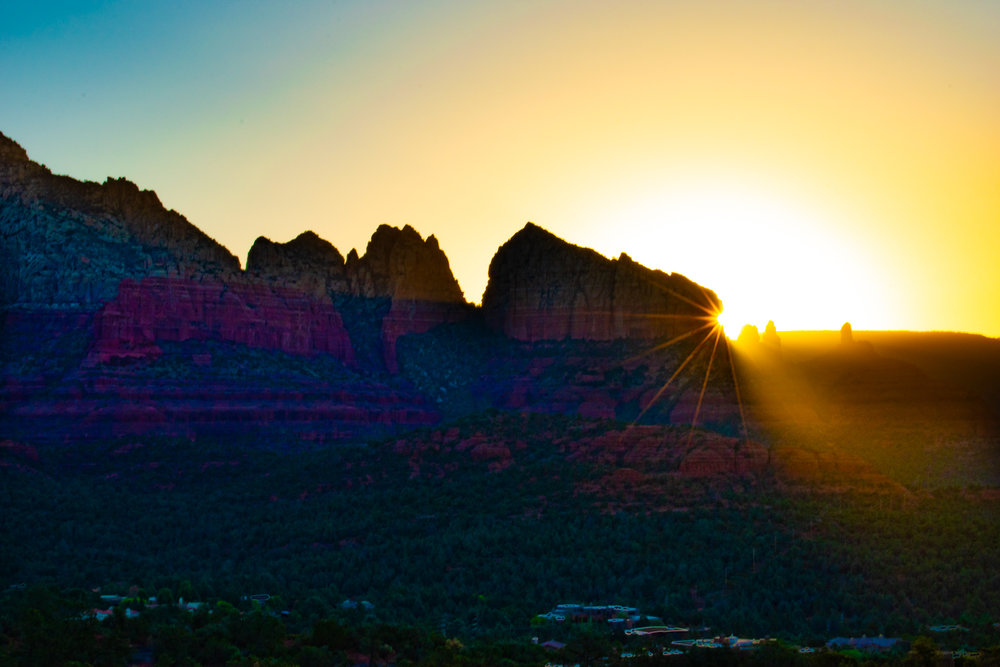uprooted-traveler-arizona-sedona-sunrise-vegan-sugarloaf-loop-trail.jpg