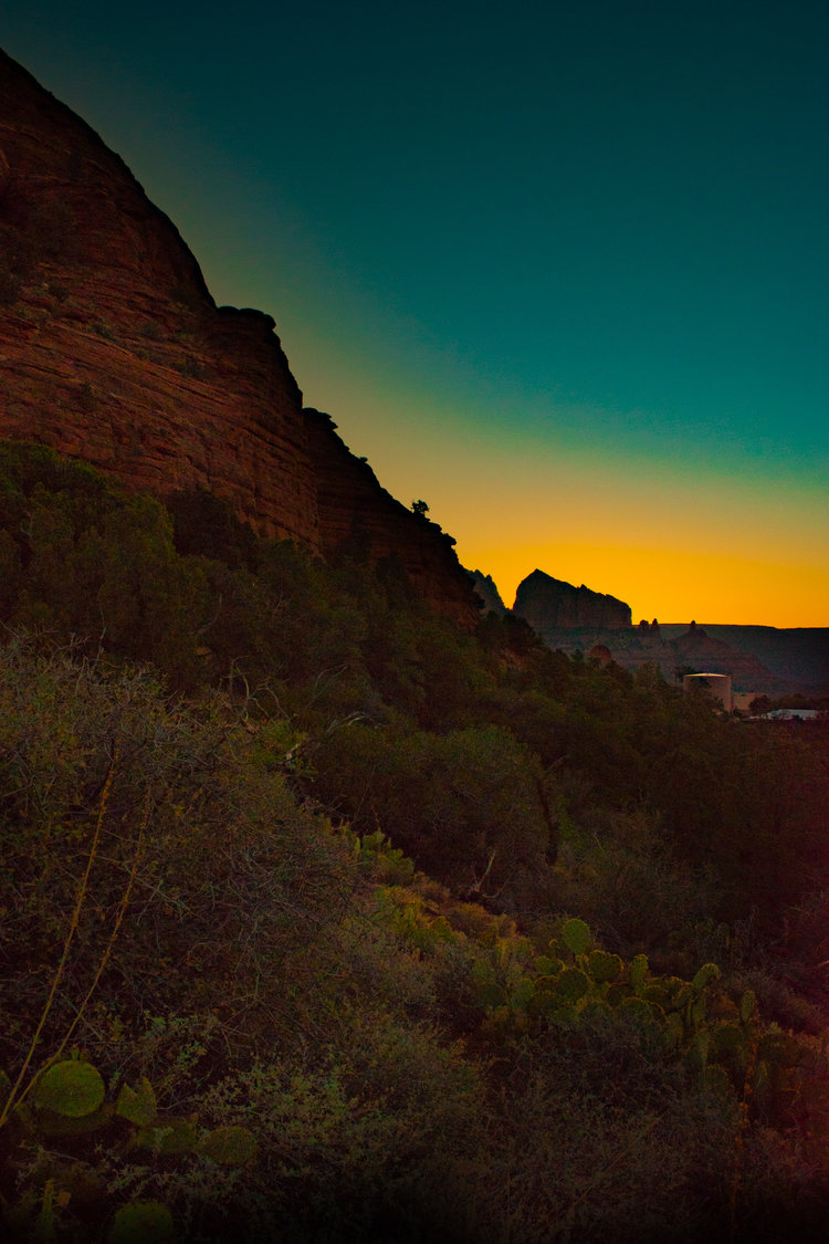 uprooted-traveler-arizona-sedona-sunrise-vegan-road-trip-sugarloaf-loop.jpg