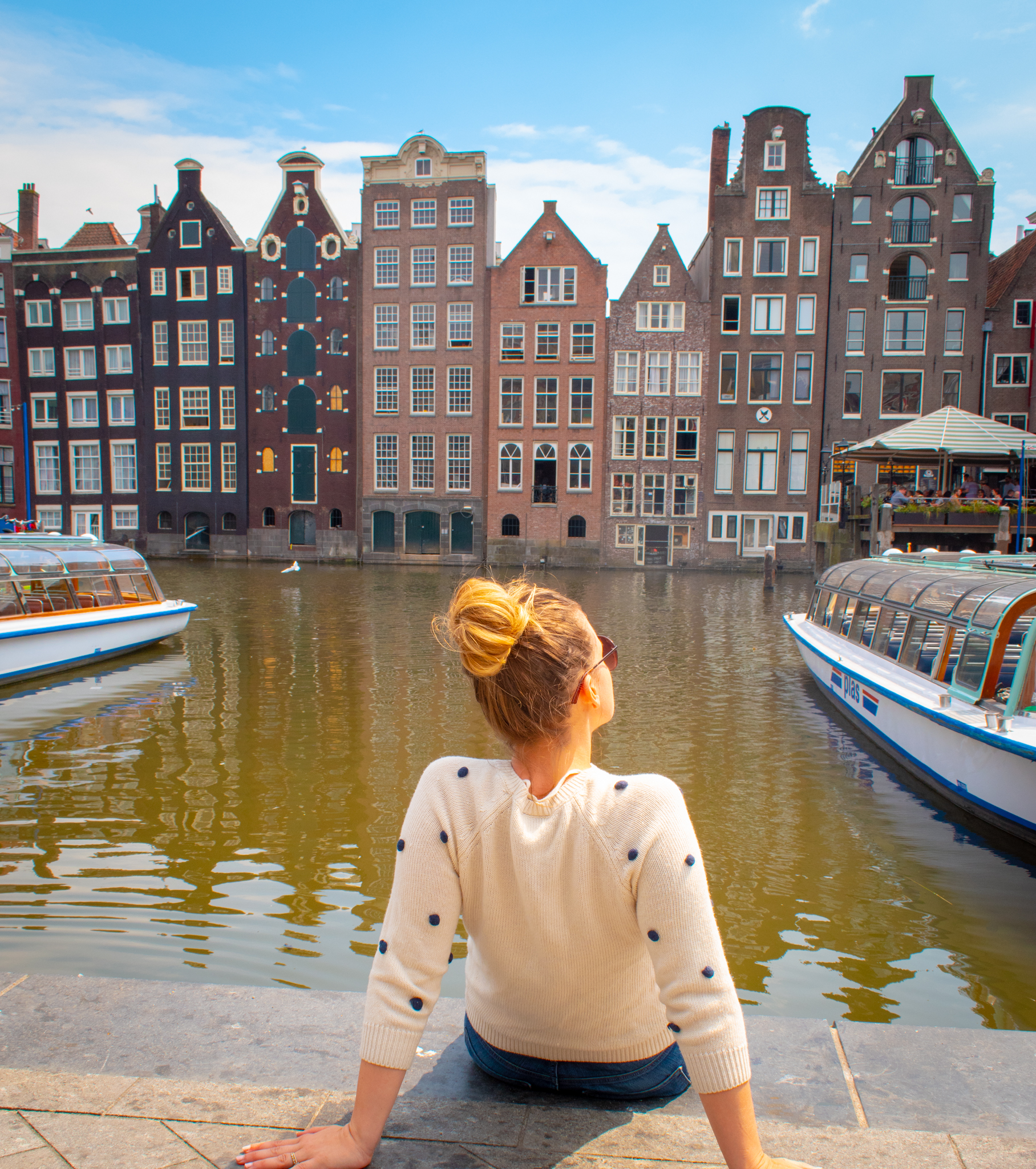 uprooted-traveler-canal-houses-amsterdam-netherlands-guide-vegan-jordaan