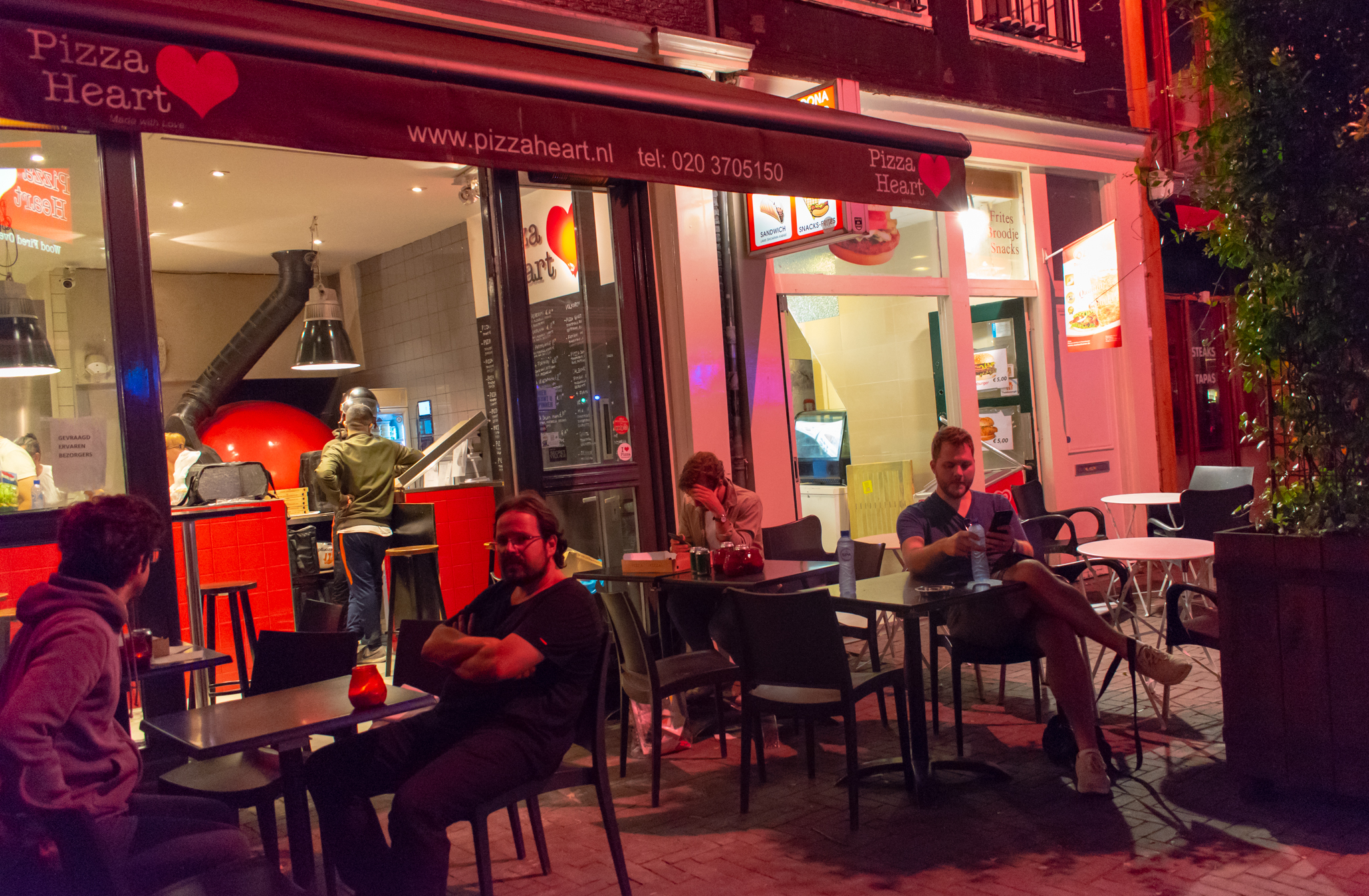 Uprooted-Traveler-Amsterdam-pizza-heart-vegan-guide-netherlands-dinner.jpg