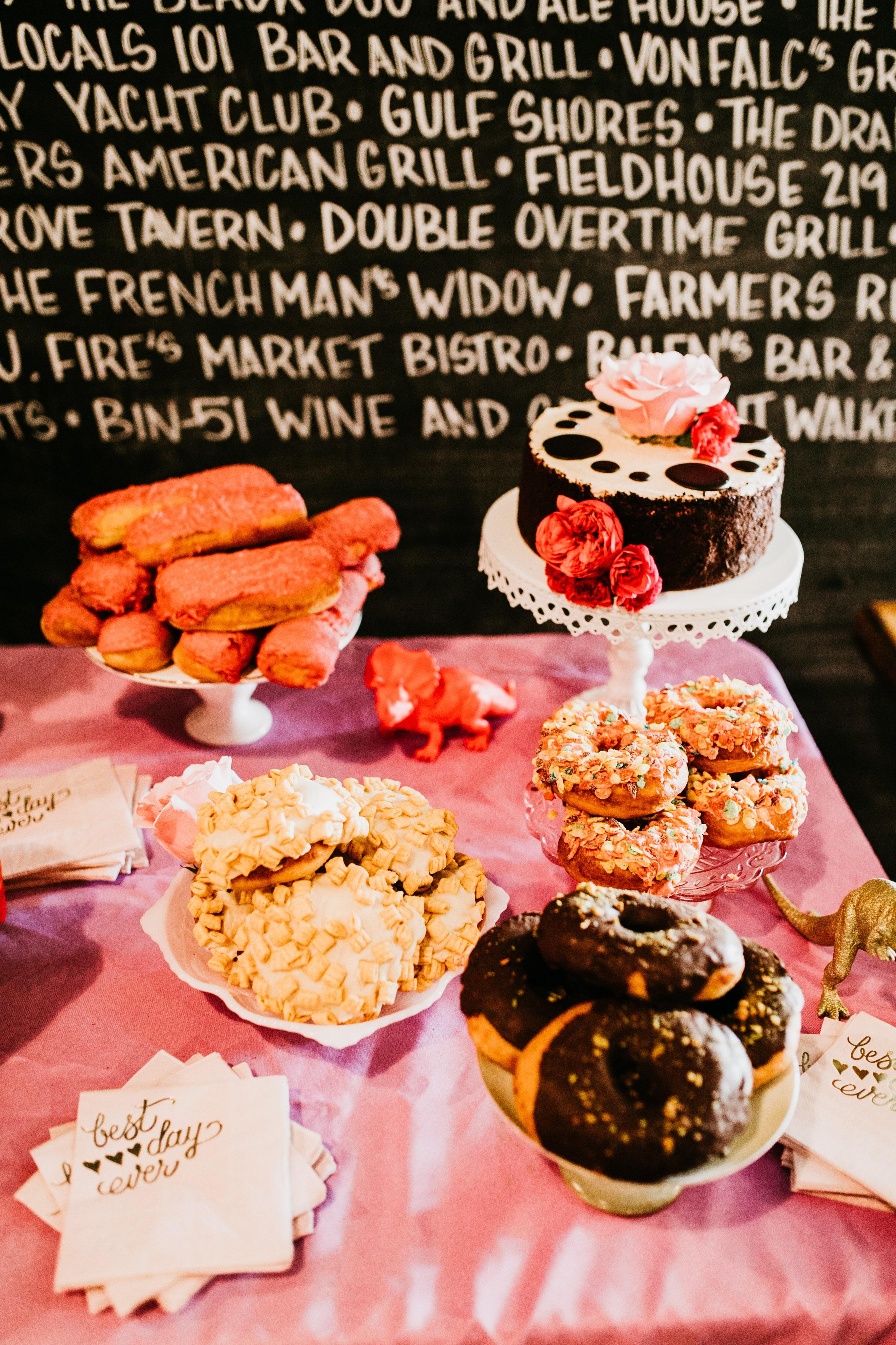 uprooted-traveler-traditional-wedding-vs-vegas-doughnuts-dessert-table.jpg