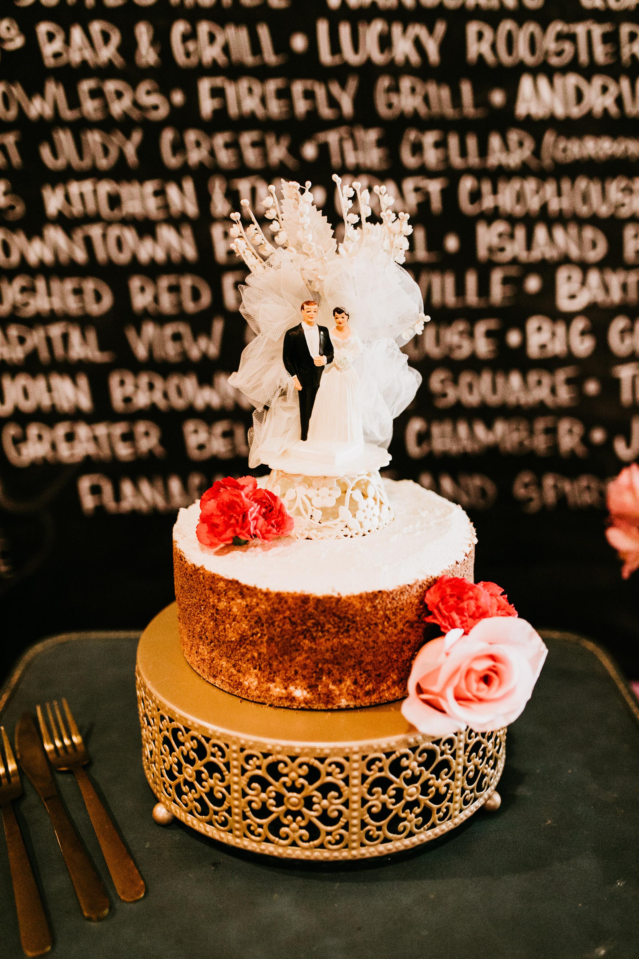 uprooted-traveler-wedding-cake-how-to-have-a-vegan-wedding.jpg