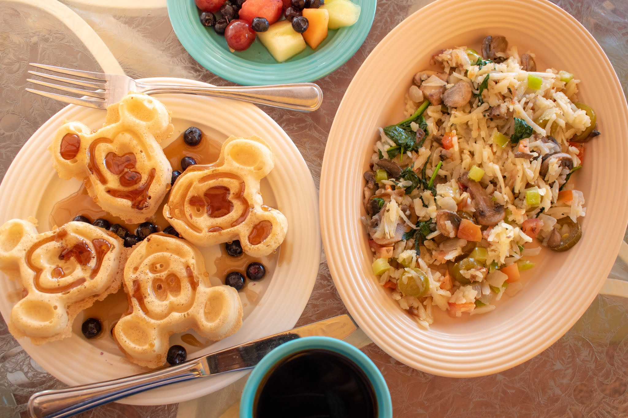 Uprooted-Traveler-Vegan-Disney-Land-veggie-hash-omelet-plaza-inn-vegan.jpg
