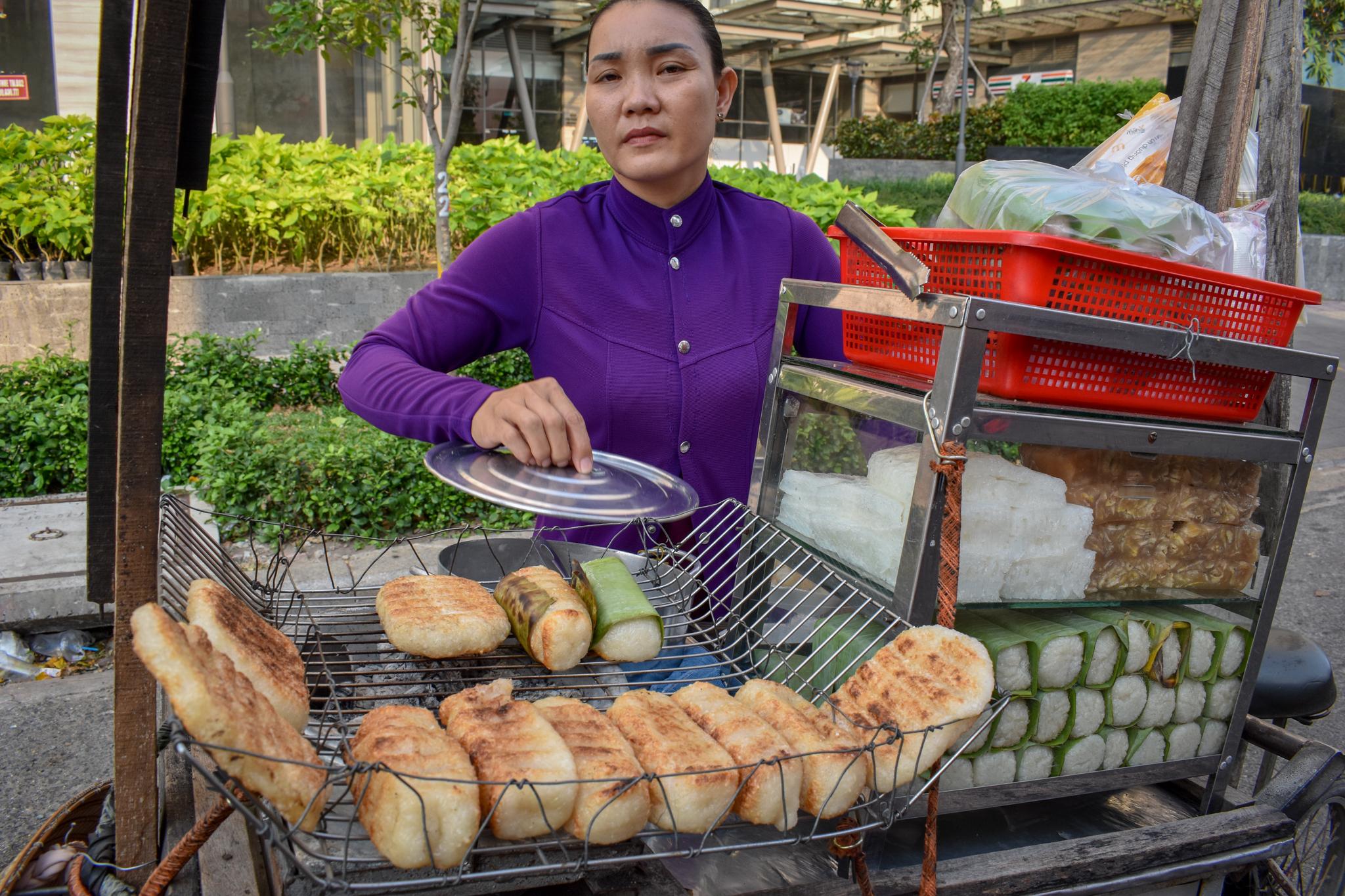 Uprooted-Traveler-Vietnam-Vegan-Fried-Banana-Chuoi-nuong-saigon-guide.jpg