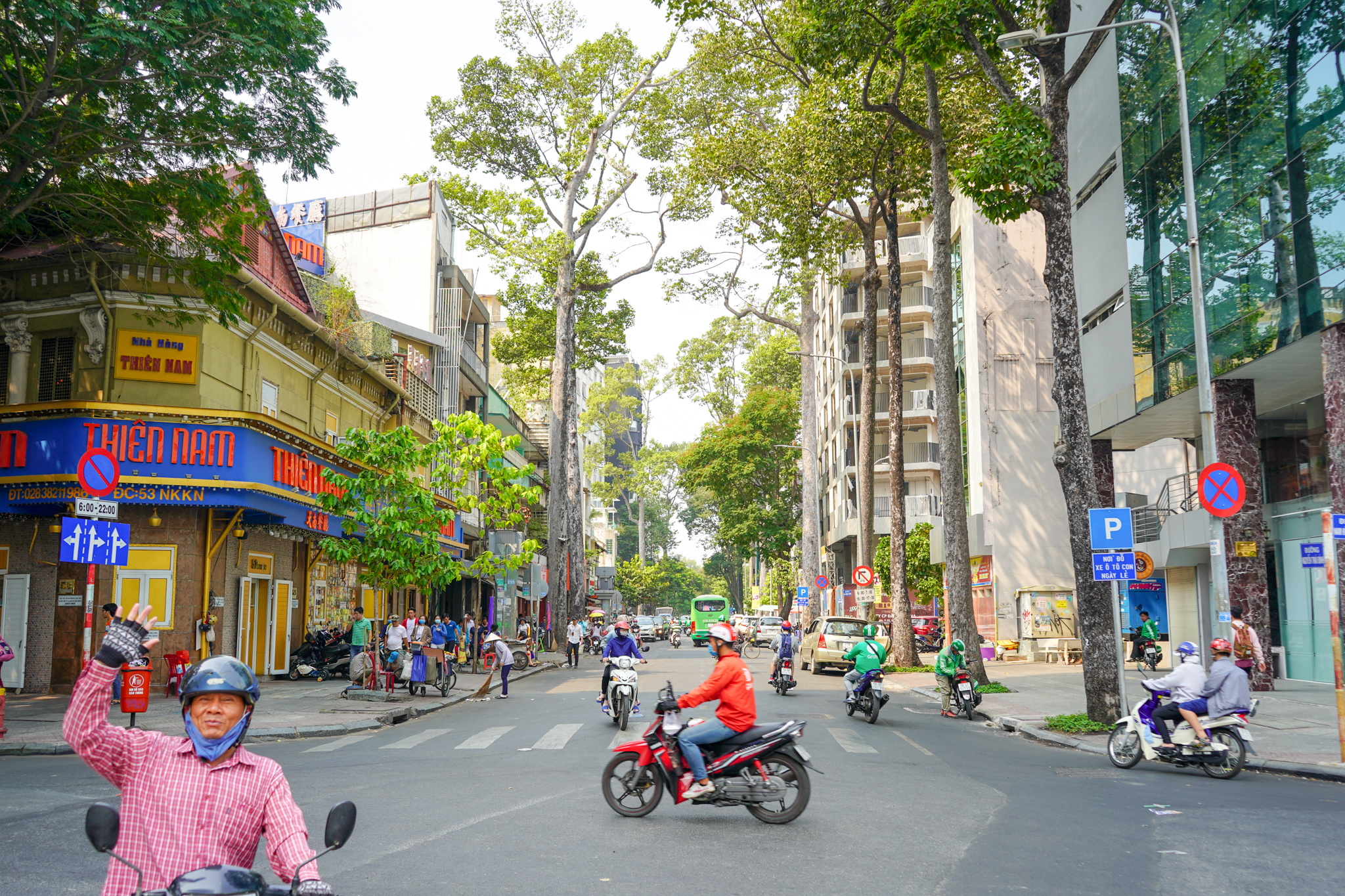 Uprooted-Traveler-48-hour-itinerary-Ho-Chi-Minh-scooters.jpg