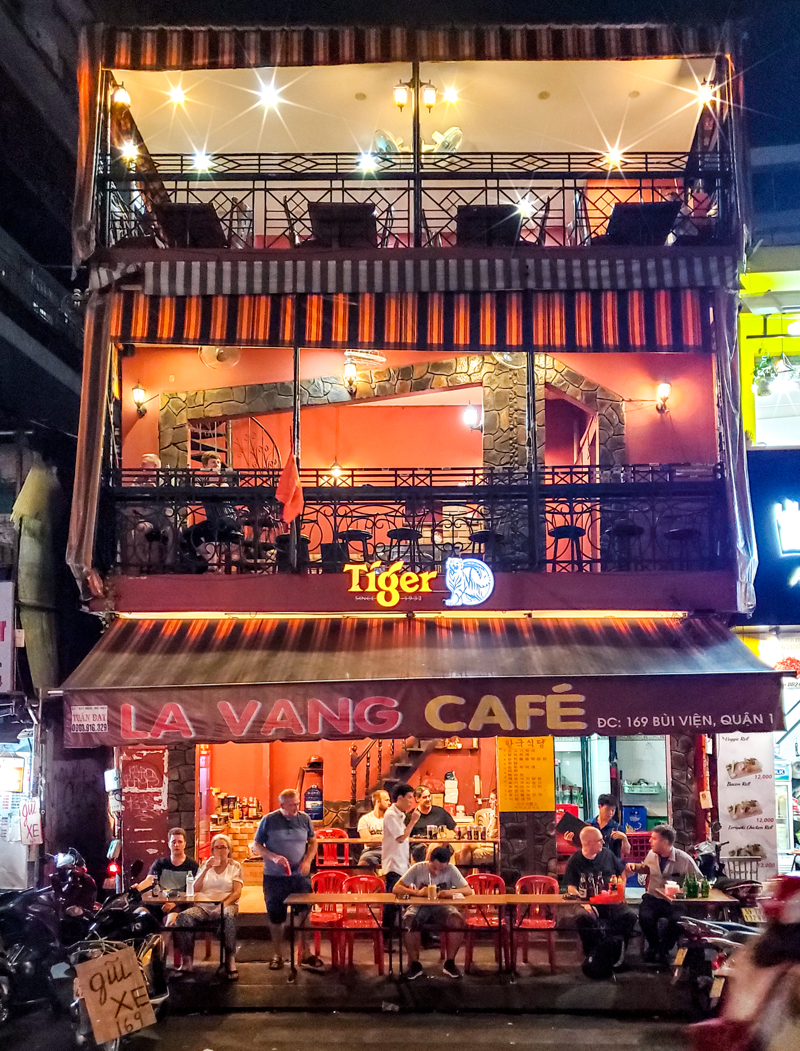 Uprooted-Traveler-48-hour-itinerary-Ho-Chi-Minh-la-vong-cafe.jpg