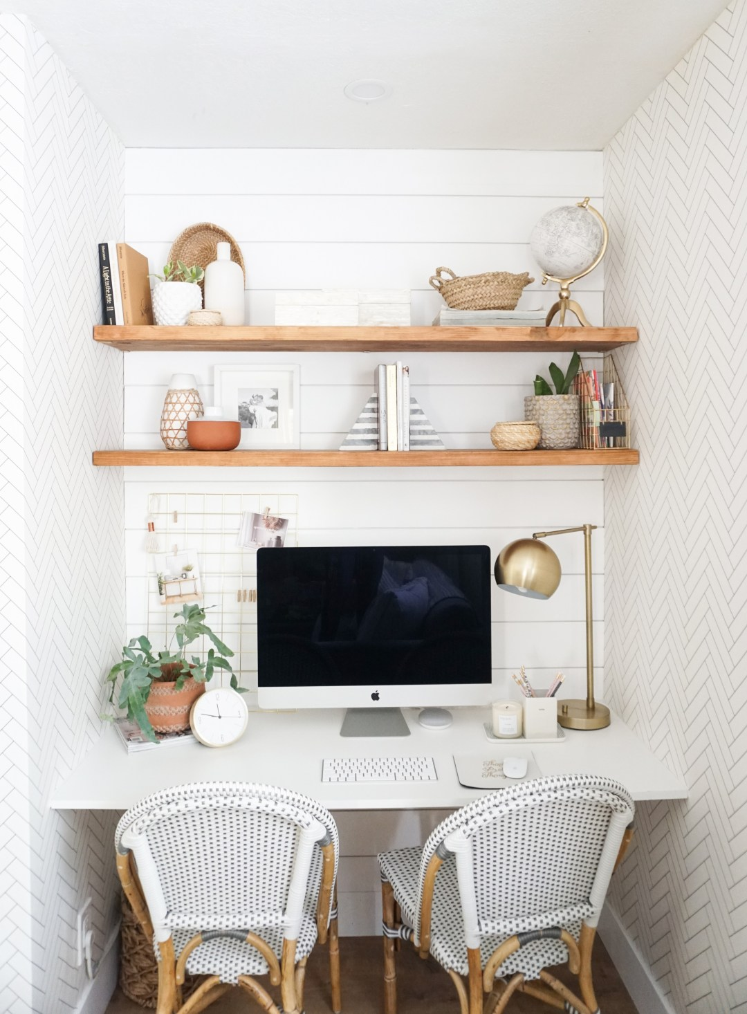 SOURCE: http://www.almafied.com/a-closet-turned-modern-chic-space-saving-office-nook-reveal/