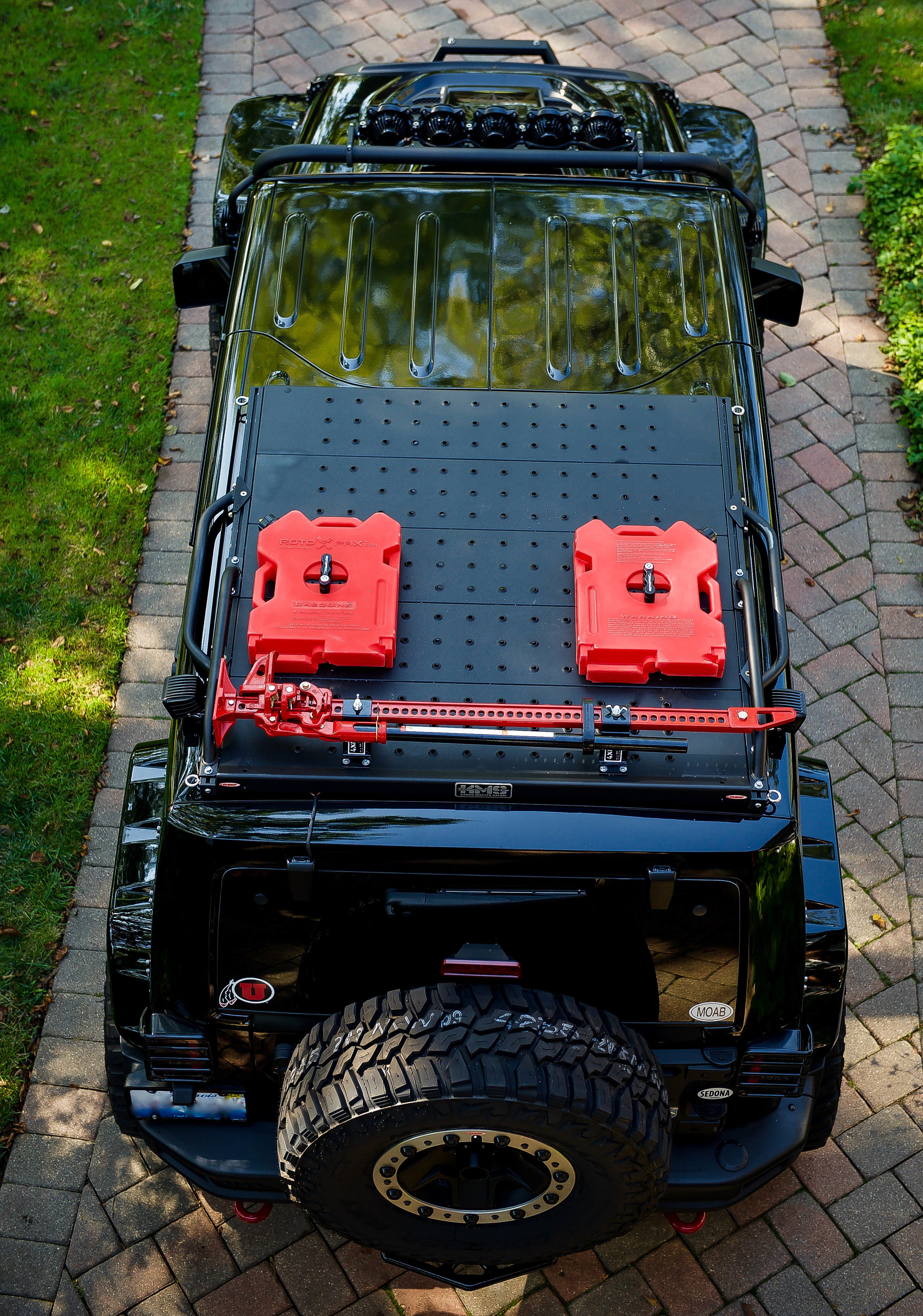 Having the Hi-Lift roof mounted frees up space inside.