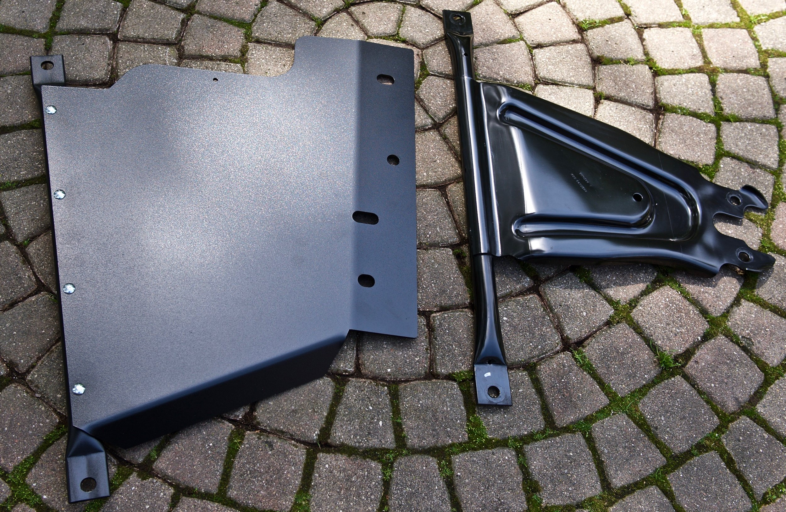 "The rear cross brace(tube) is steel, the rest is 1/4"" thick aluminum..."
