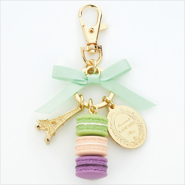 I fell in love with these macaroon keychains while I was in paris!